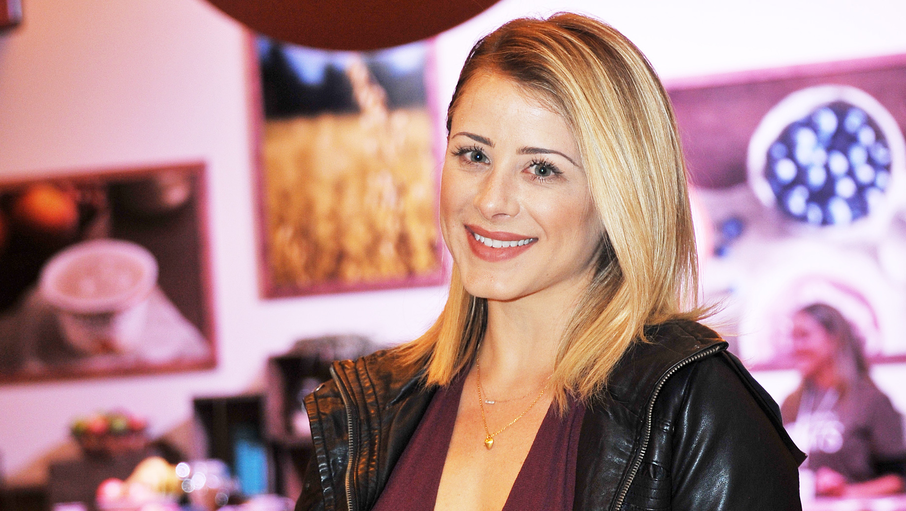 Former Hills Star Lo Bosworth I D Love My Own Cooking Show Cbs News