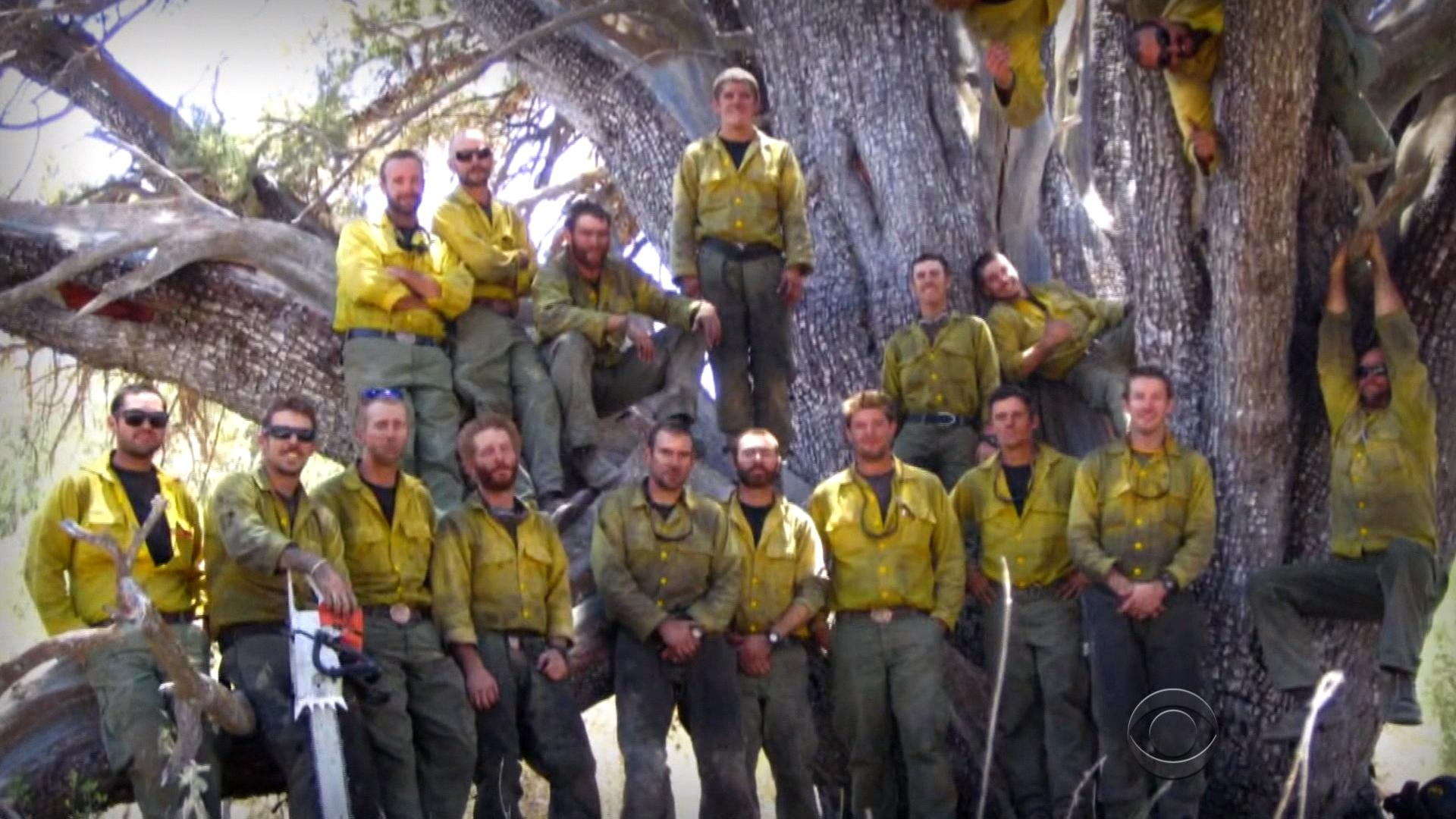 Texas firefighter dies battling wildfire - CBS News