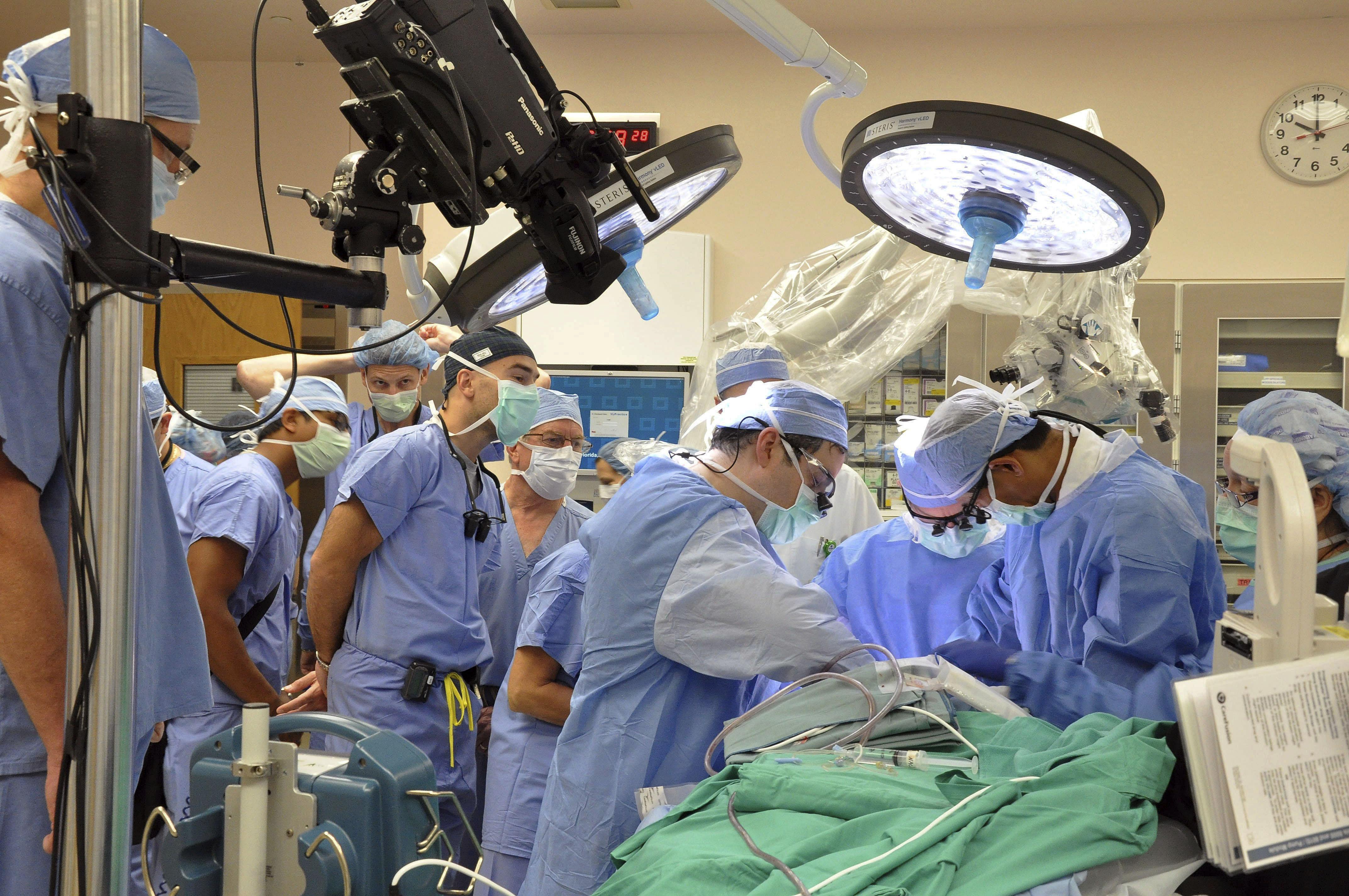 Man gets near-total face transplant - CBS News