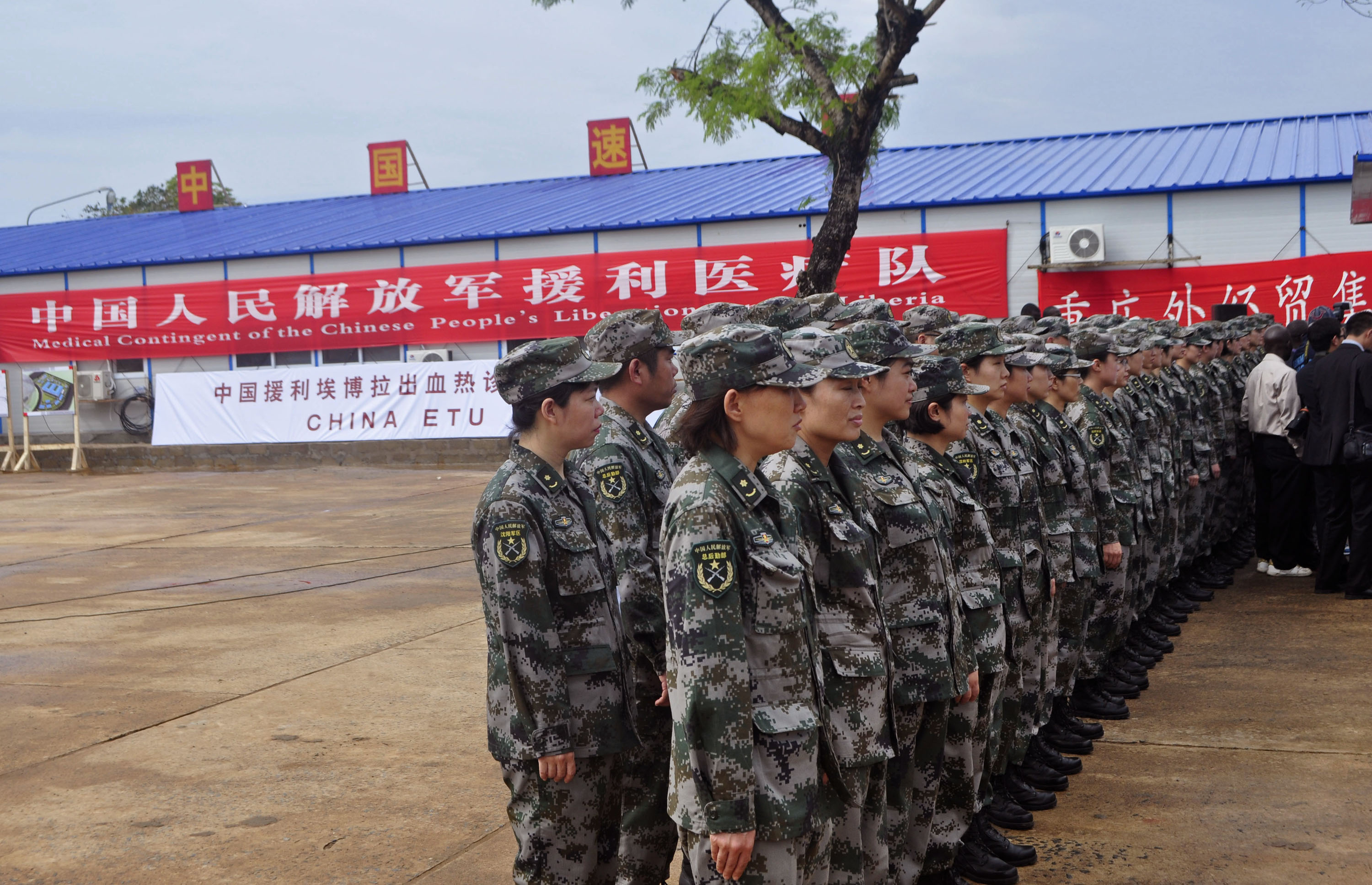 China builds Ebola treatment center in Liberia - CBS News