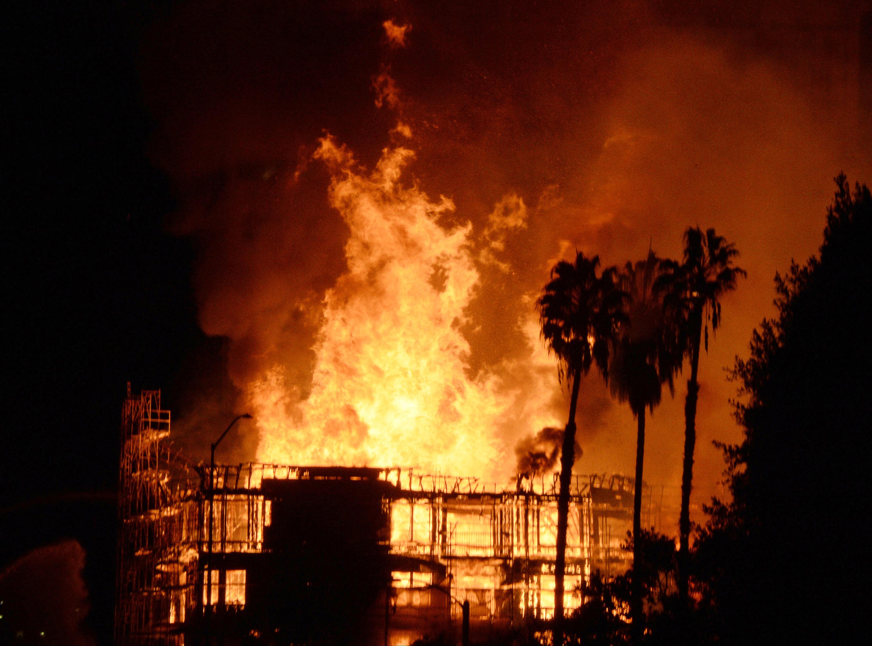 Large fire shuts down L.A. freeway - Massive fire burns in ...