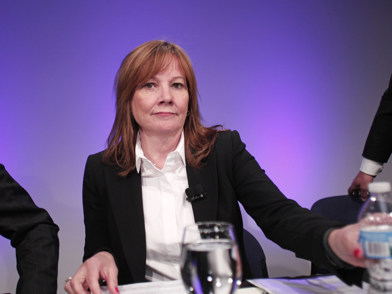 Gm Ceo Compensation Triples To 15 8m In 1st Year Cbs News