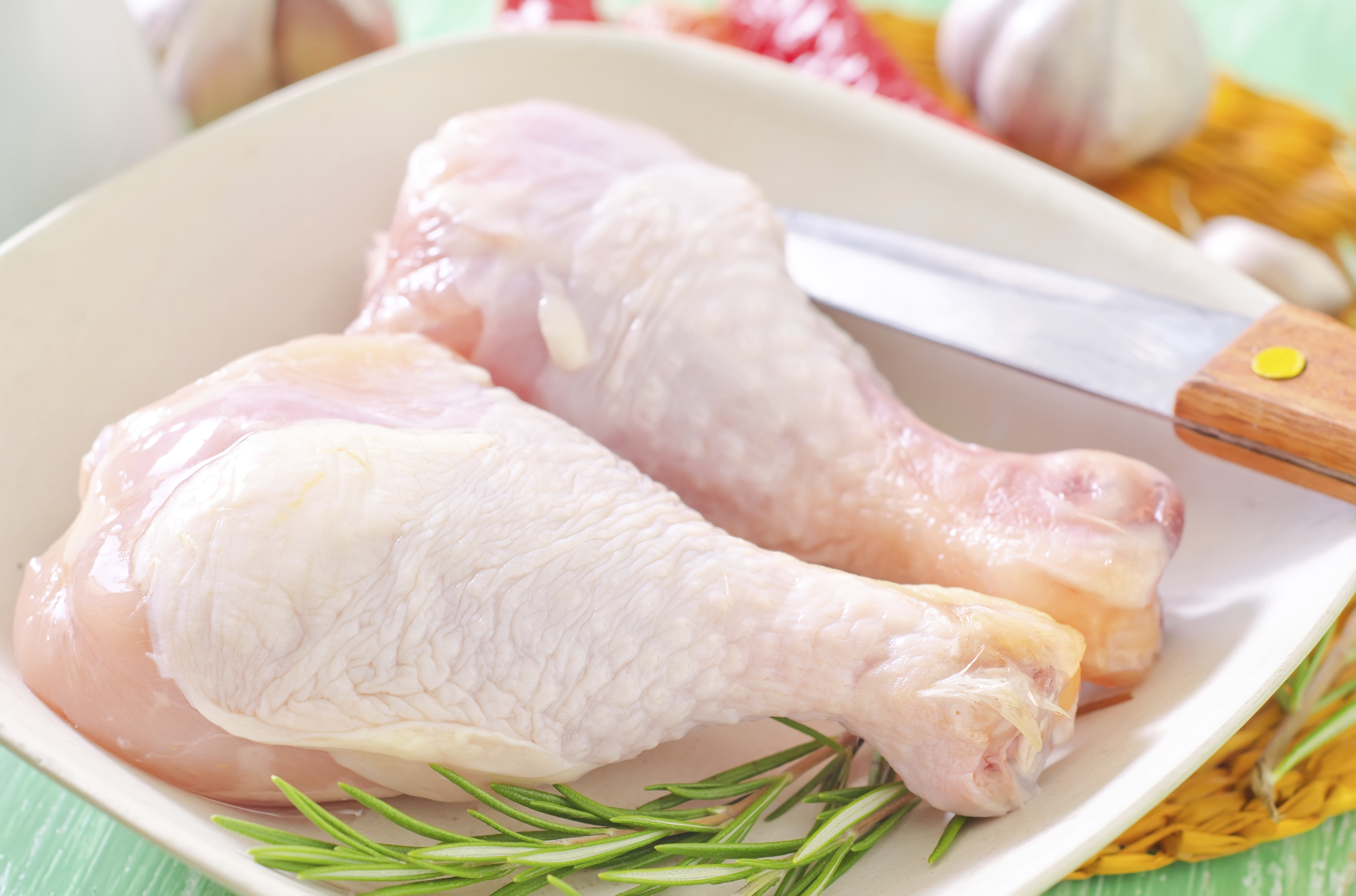 Does washing raw chicken make it safer to eat? - CBS News