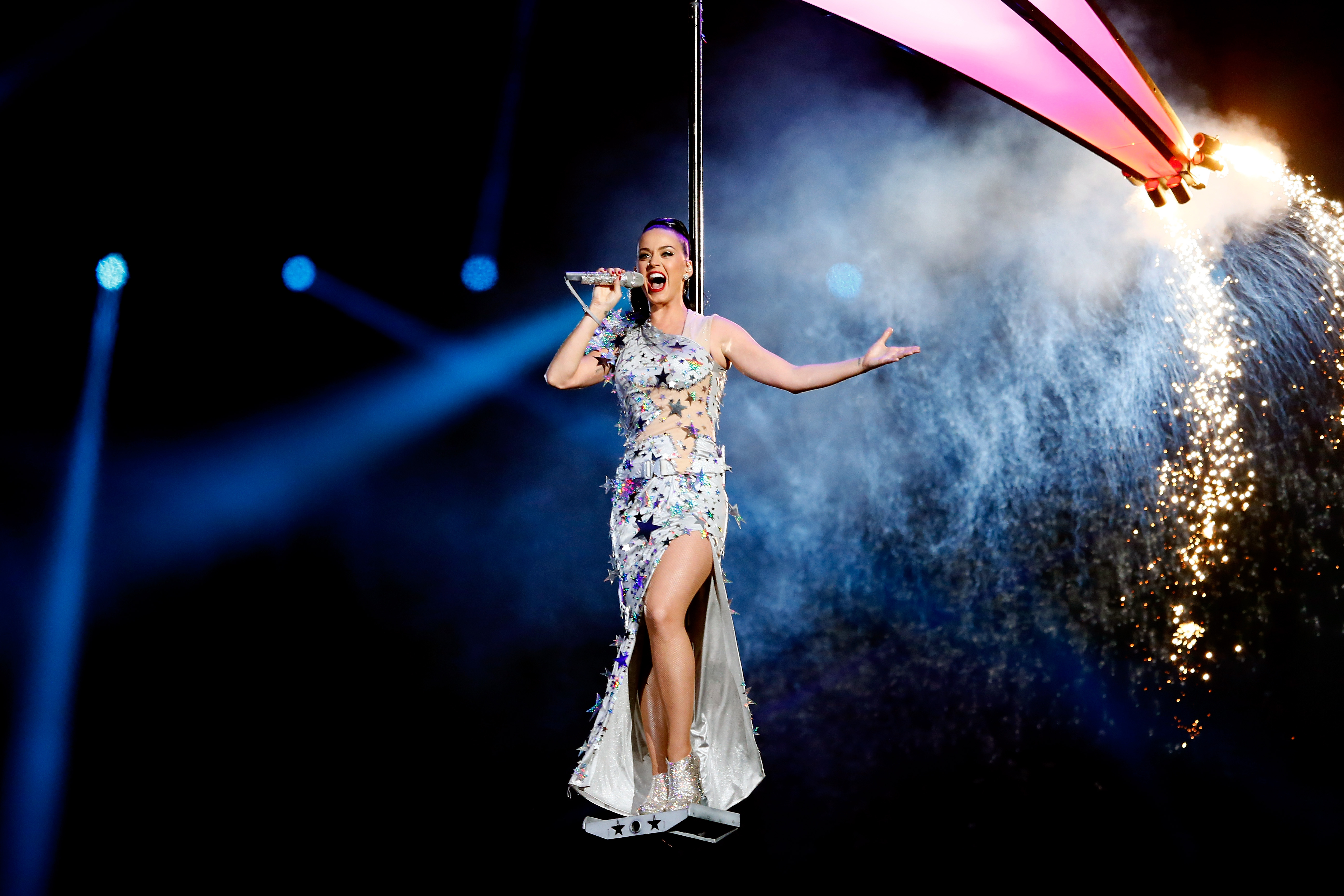 Katy Perry brings fireworks to Super Bowl 2015 - CBS News