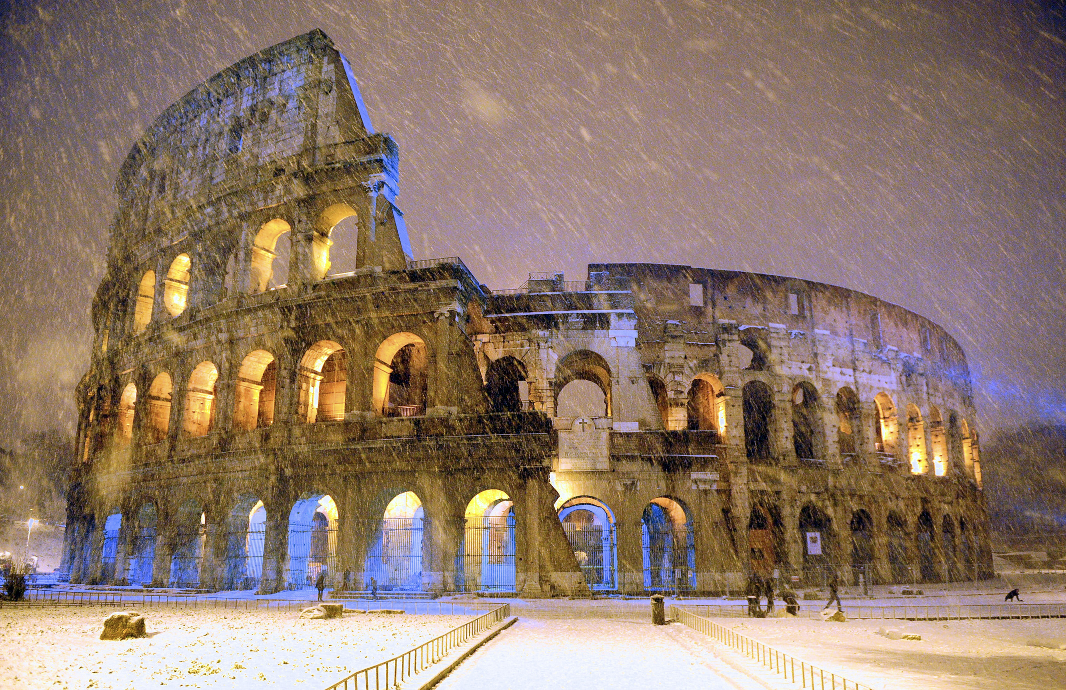 """Rome may add a """"red light"""" district for prostitutes - CBS News"""