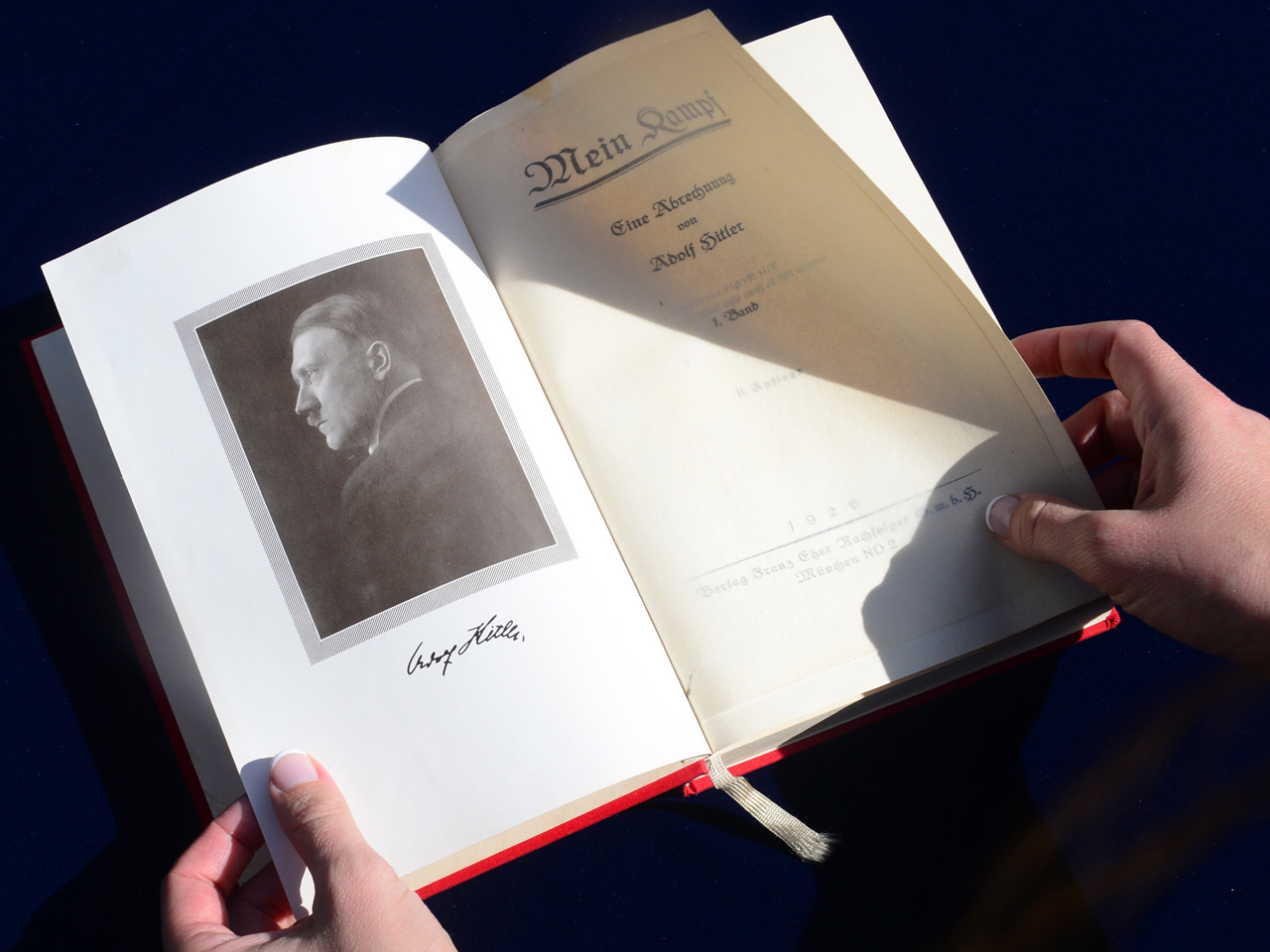 """Hitler's """"Mein Kampf"""" to hit German bookstores again"""