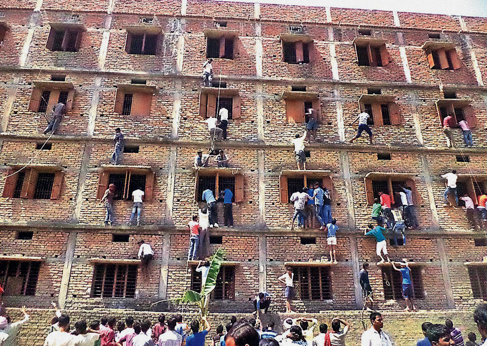 Indian parents scale school wall to help students cheat on exams