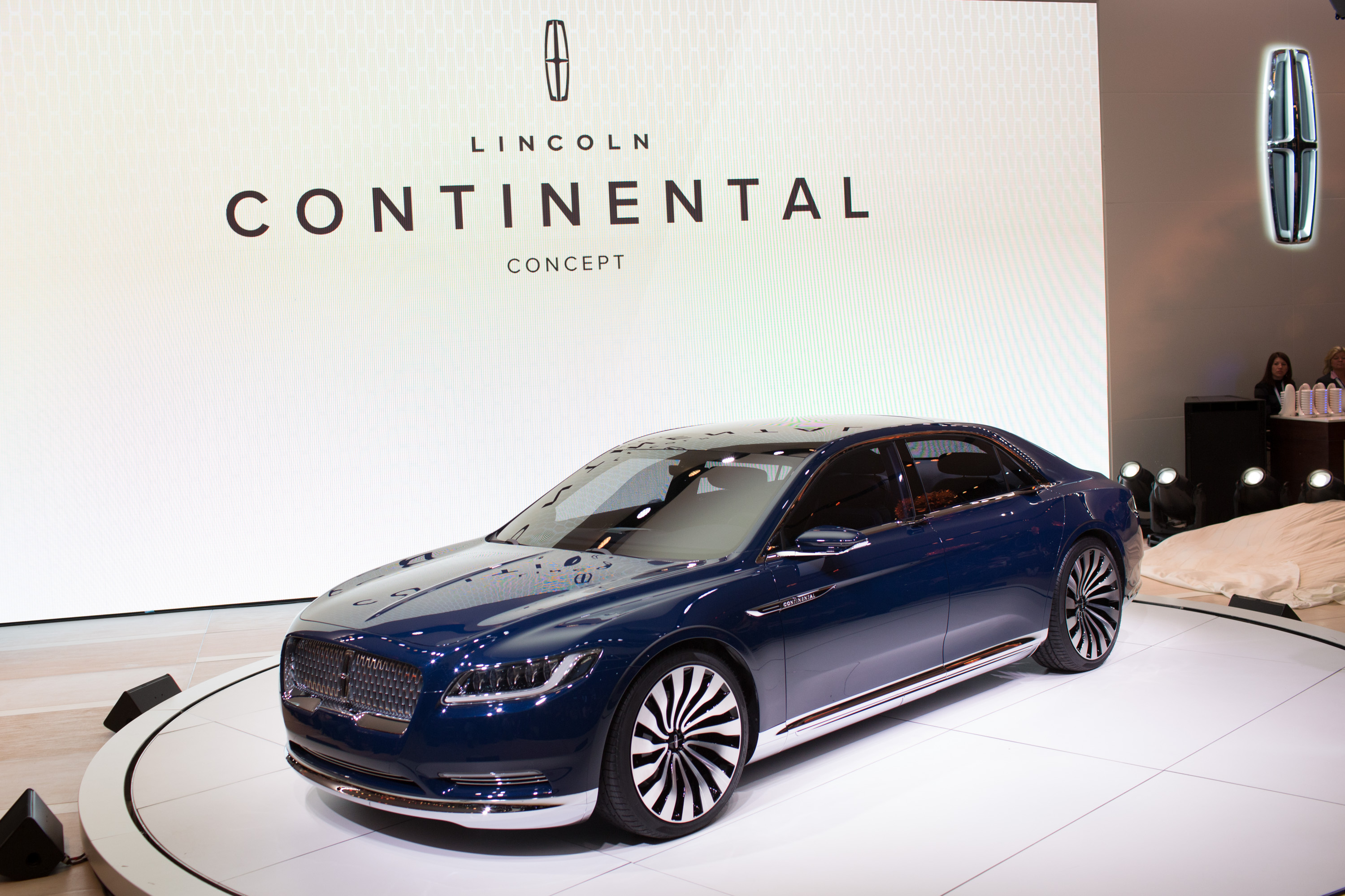 Ford renews focus on luxury brand Lincoln at New York International Auto Show - CBS News