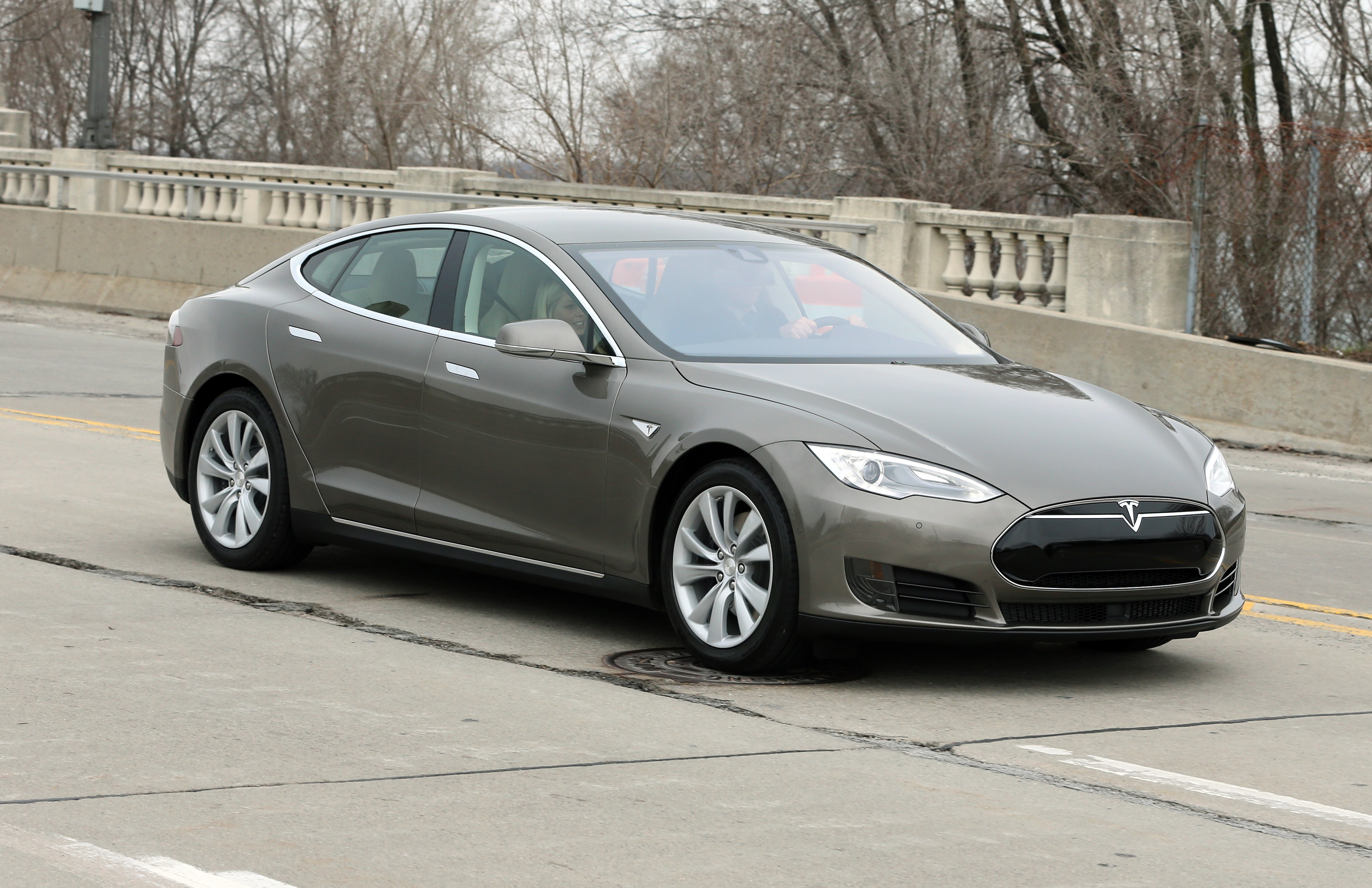 08eae35b1 Tesla unveils changes to its Model S - CBS News