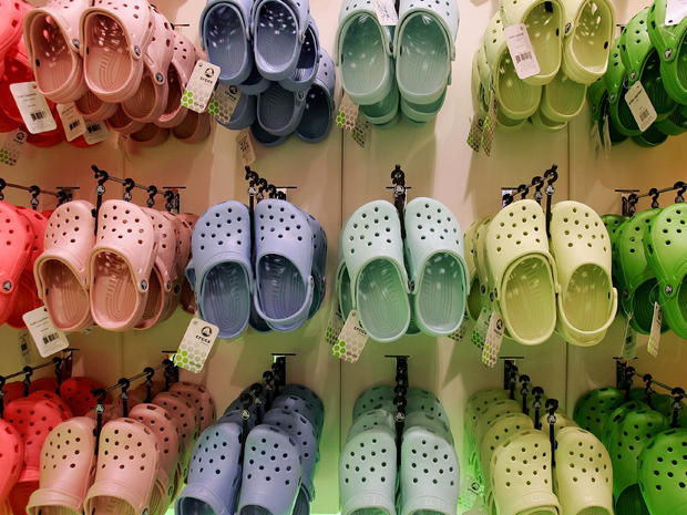 7d619e0f8084 Crocs to close remaining manufacturing facilities  executive to resign
