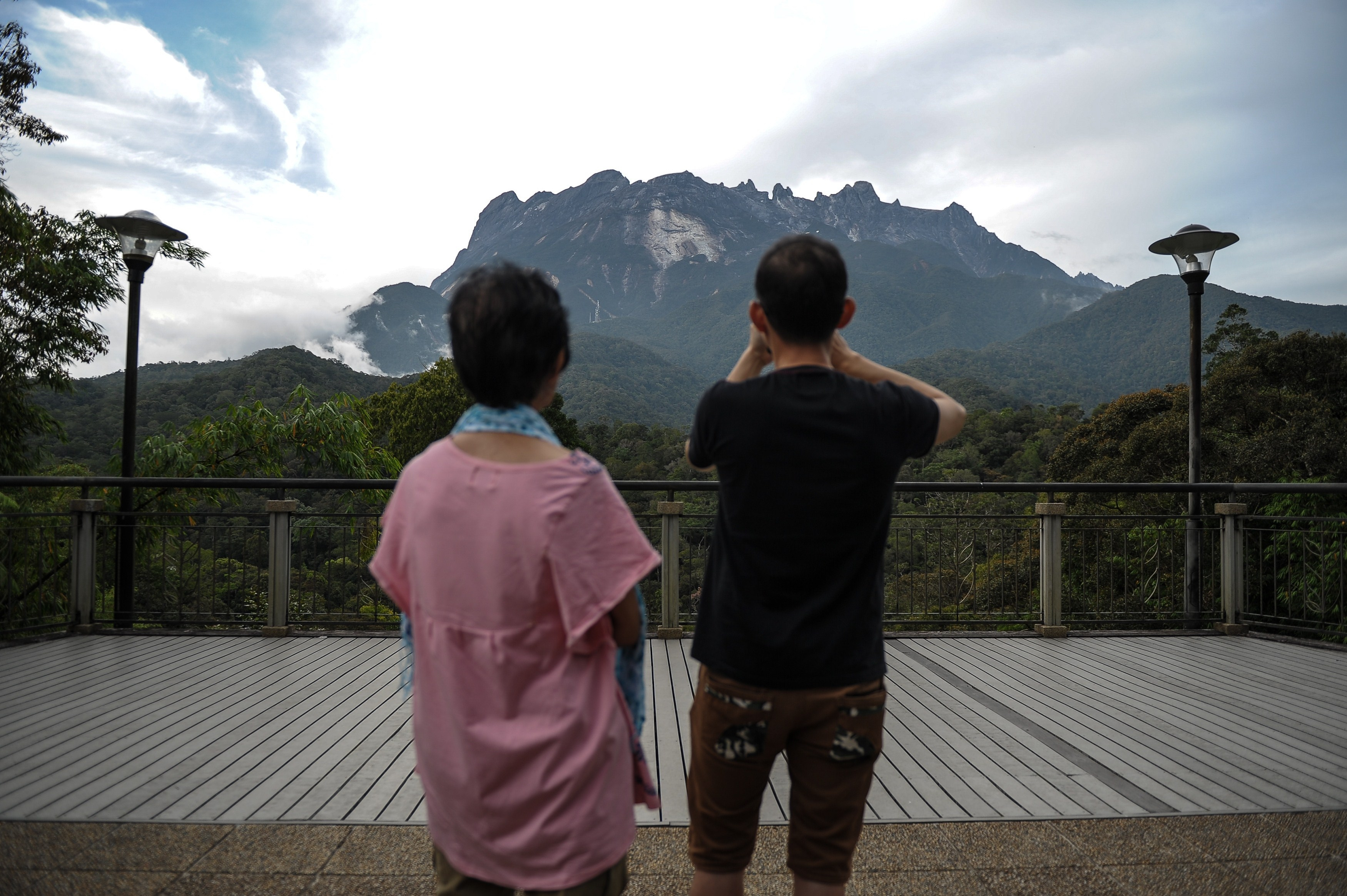Malaysia detains tourists for nude photos on Mount