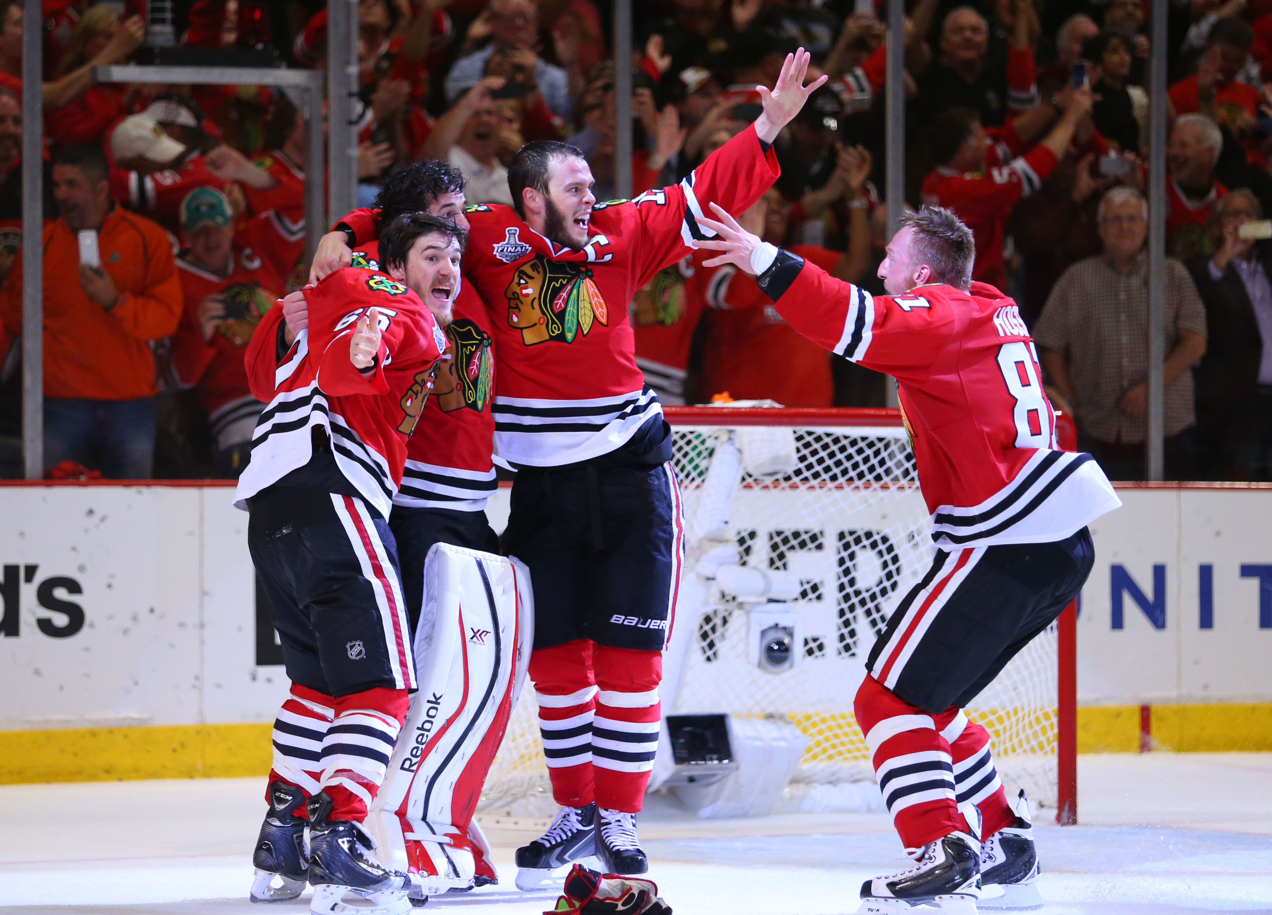 bc9f4ec30fb Chicago Blackhawks take Stanley Cup 2-0 in historic win - CBS News
