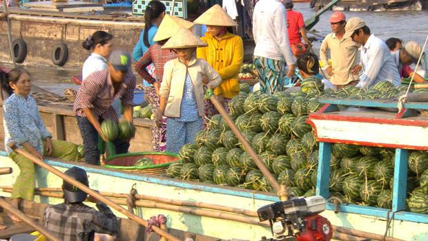 vietnam-floating-market-04-620.jpg