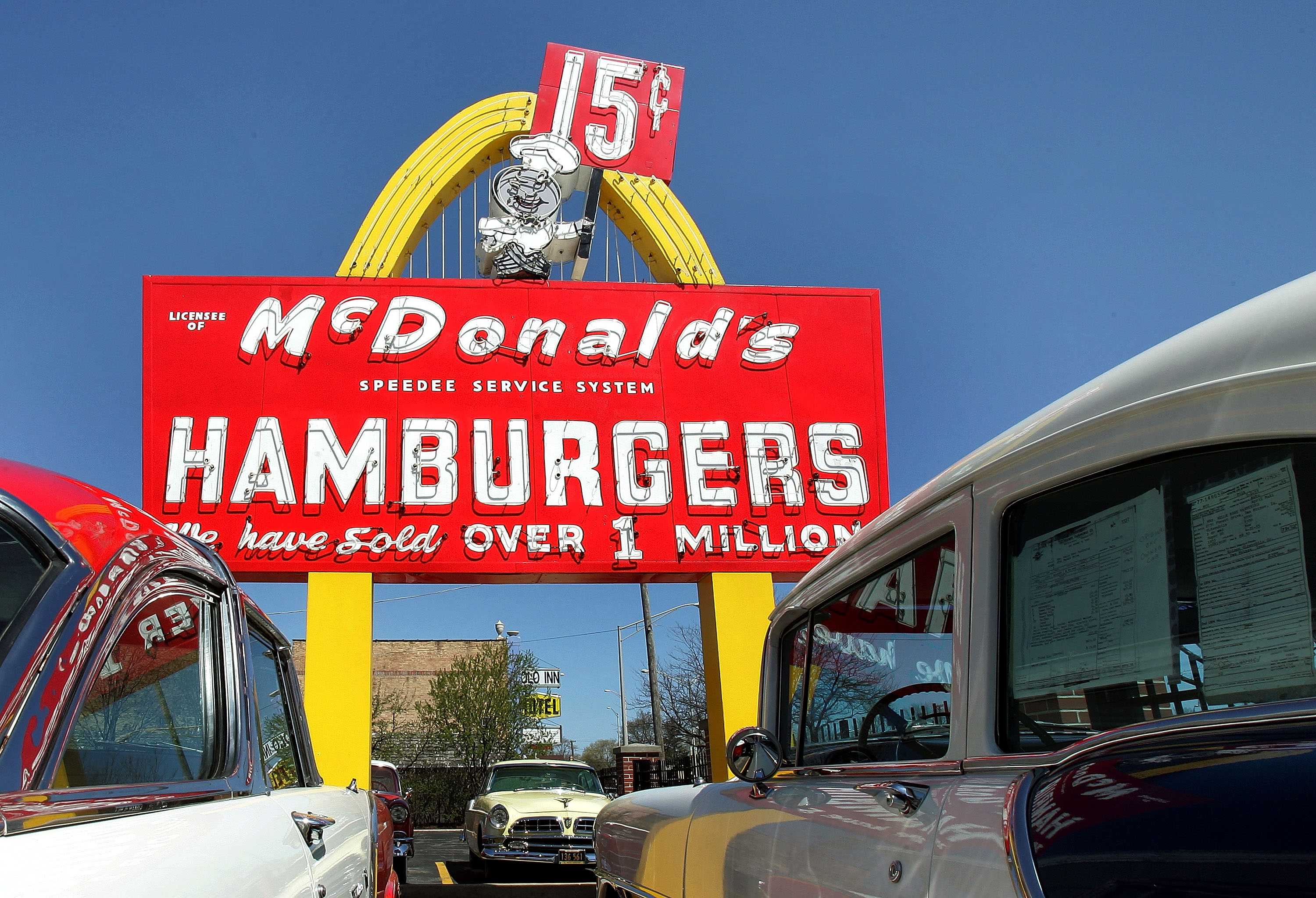 Blind Man Sues Mcdonald S Over Cars Only Drive Thru Cbs News