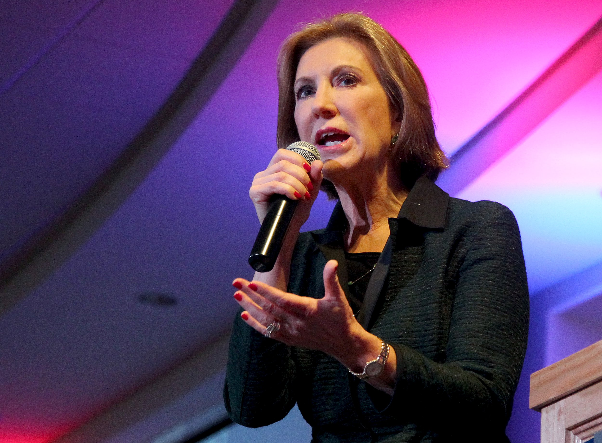 "Carly Fiorina blasts Clinton on Benghazi, playing the ""gender card"""