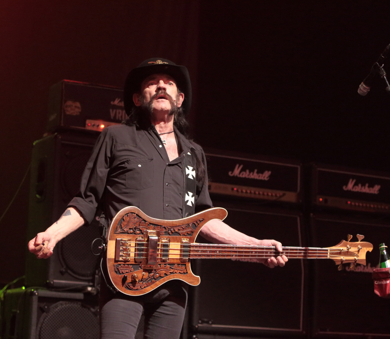 Stars react to death of Motorhead's Lemmy Kilmister - CBS News