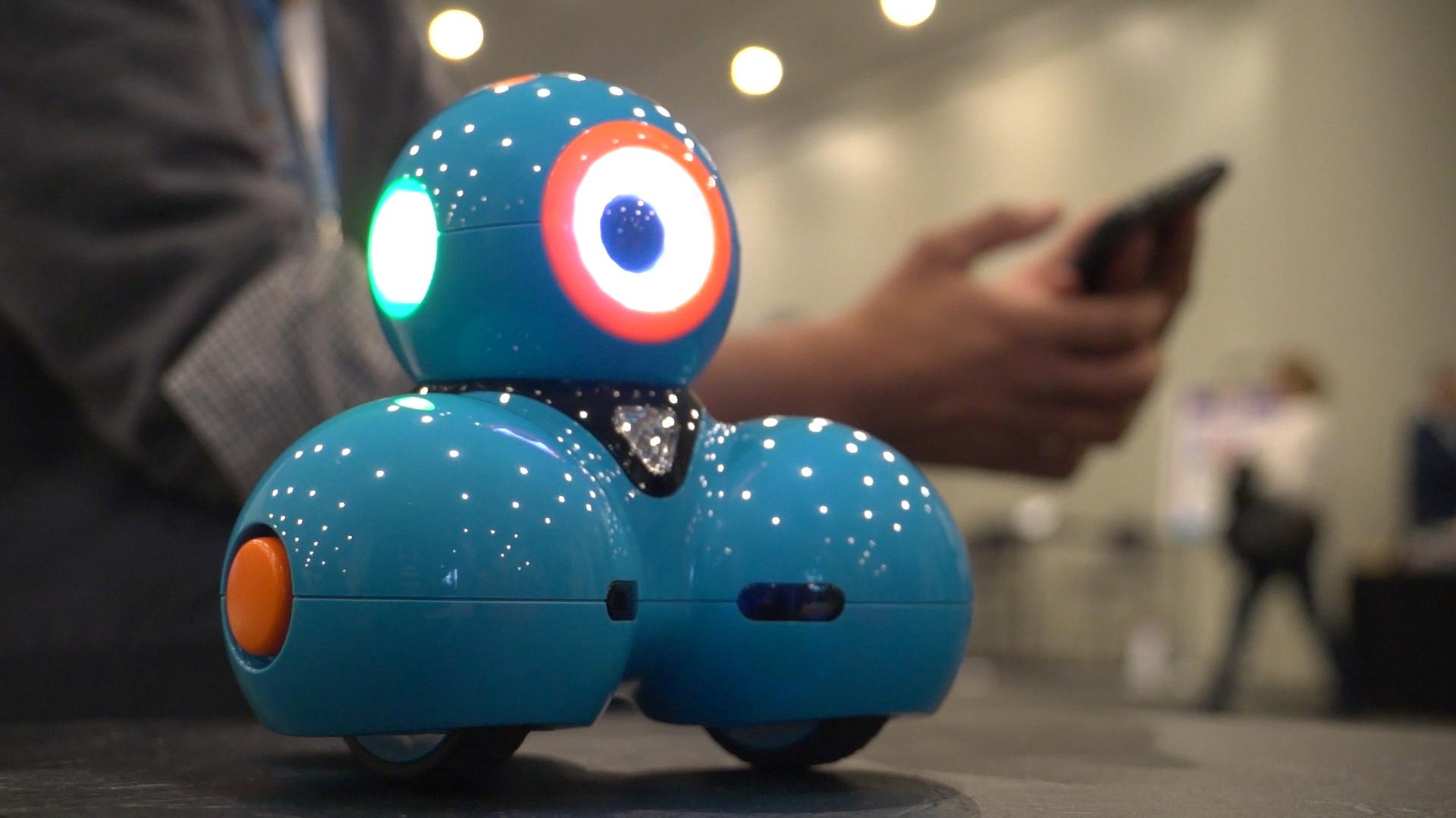 Smart toys help kids prepare for high-tech future - CBS News