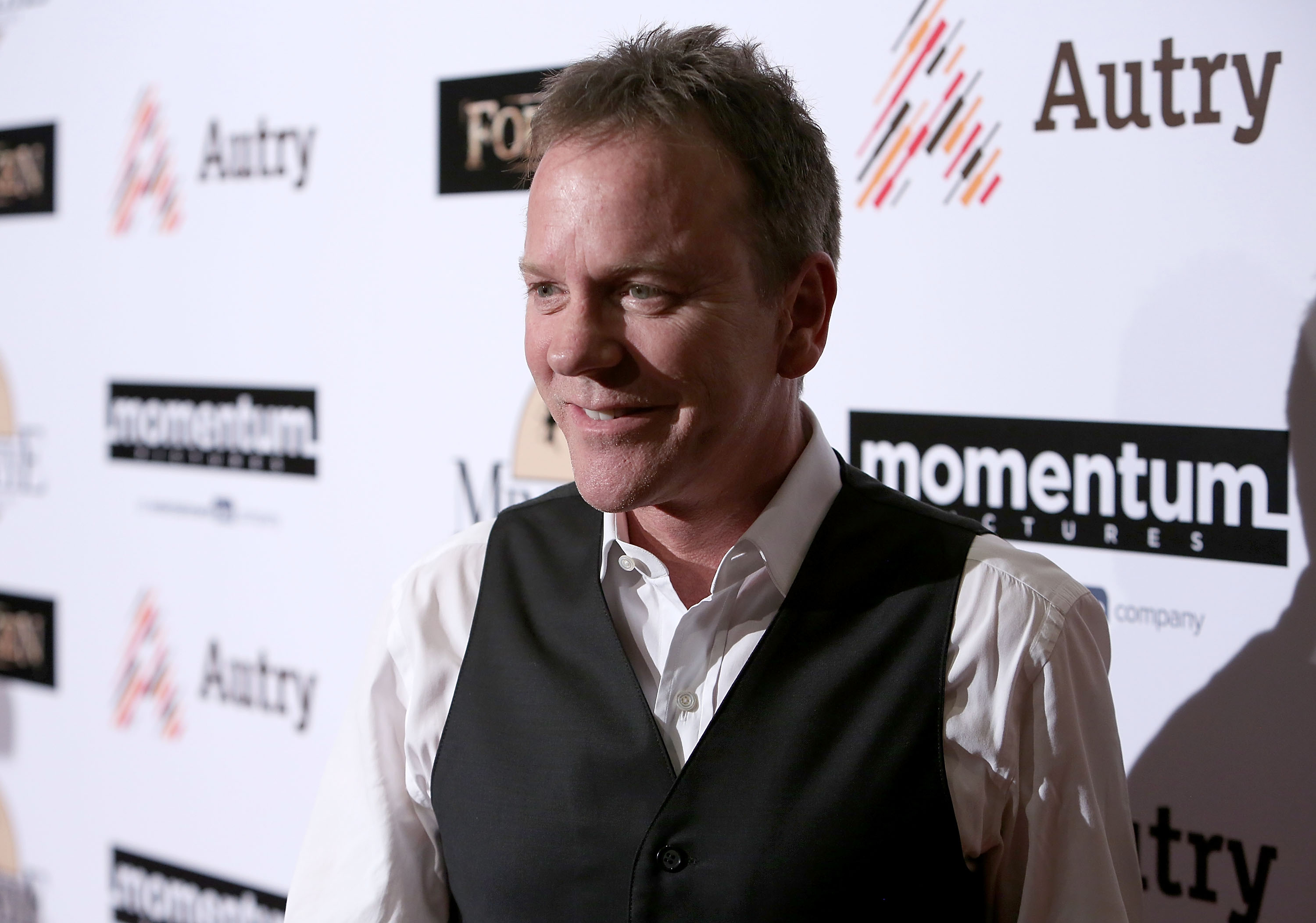 Kiefer Sutherland launches his country music career with