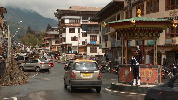 bhutan-thimphu-traffic-circle-manned-by-officer-620.jpg