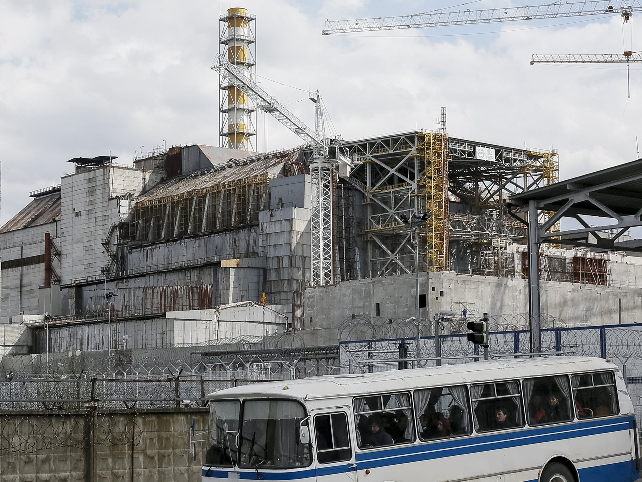 After 30 years, Chernobyl repair racing against time - CBS News