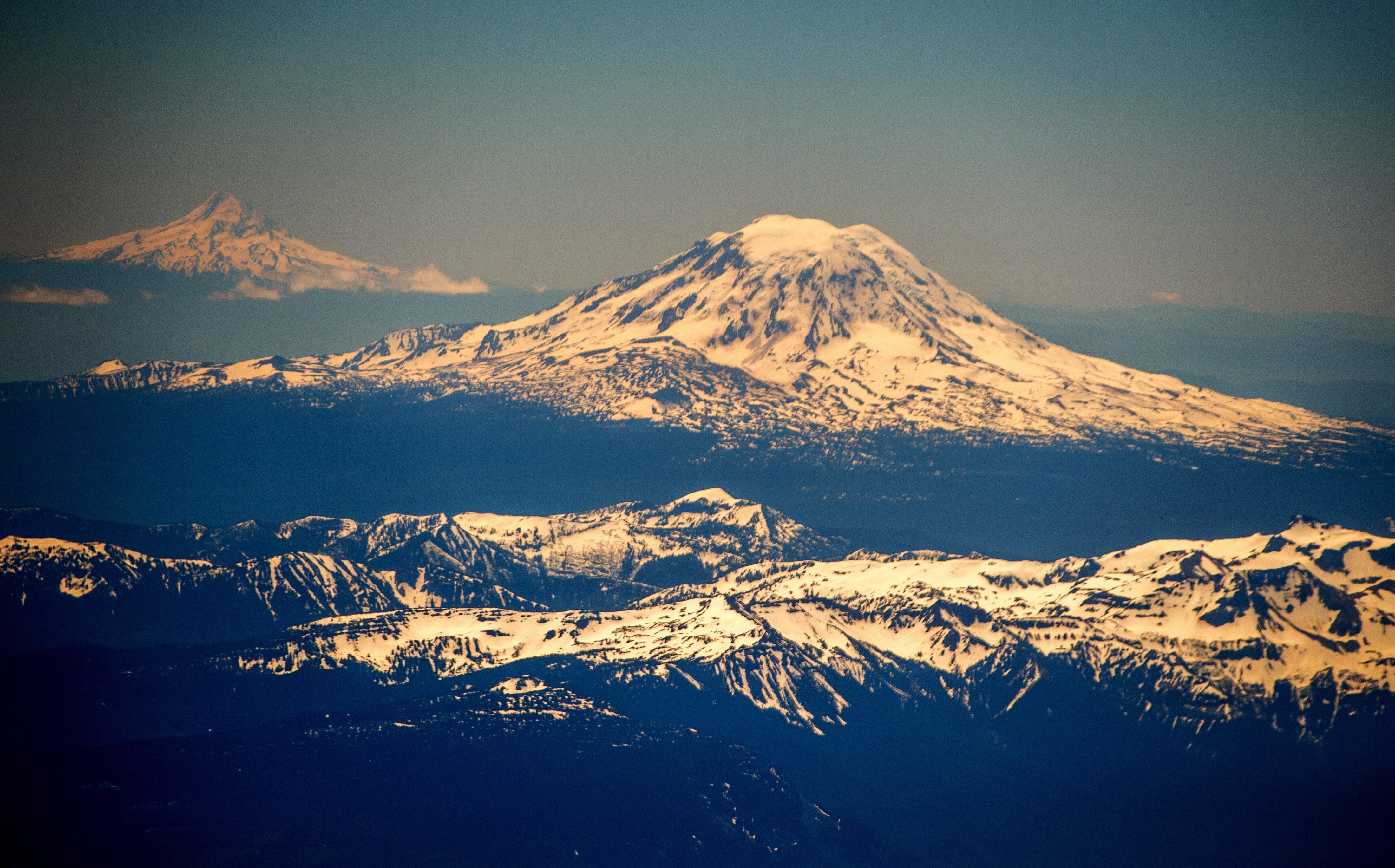 Earthquake swarm detected beneath Mount St. Helens - CBS News