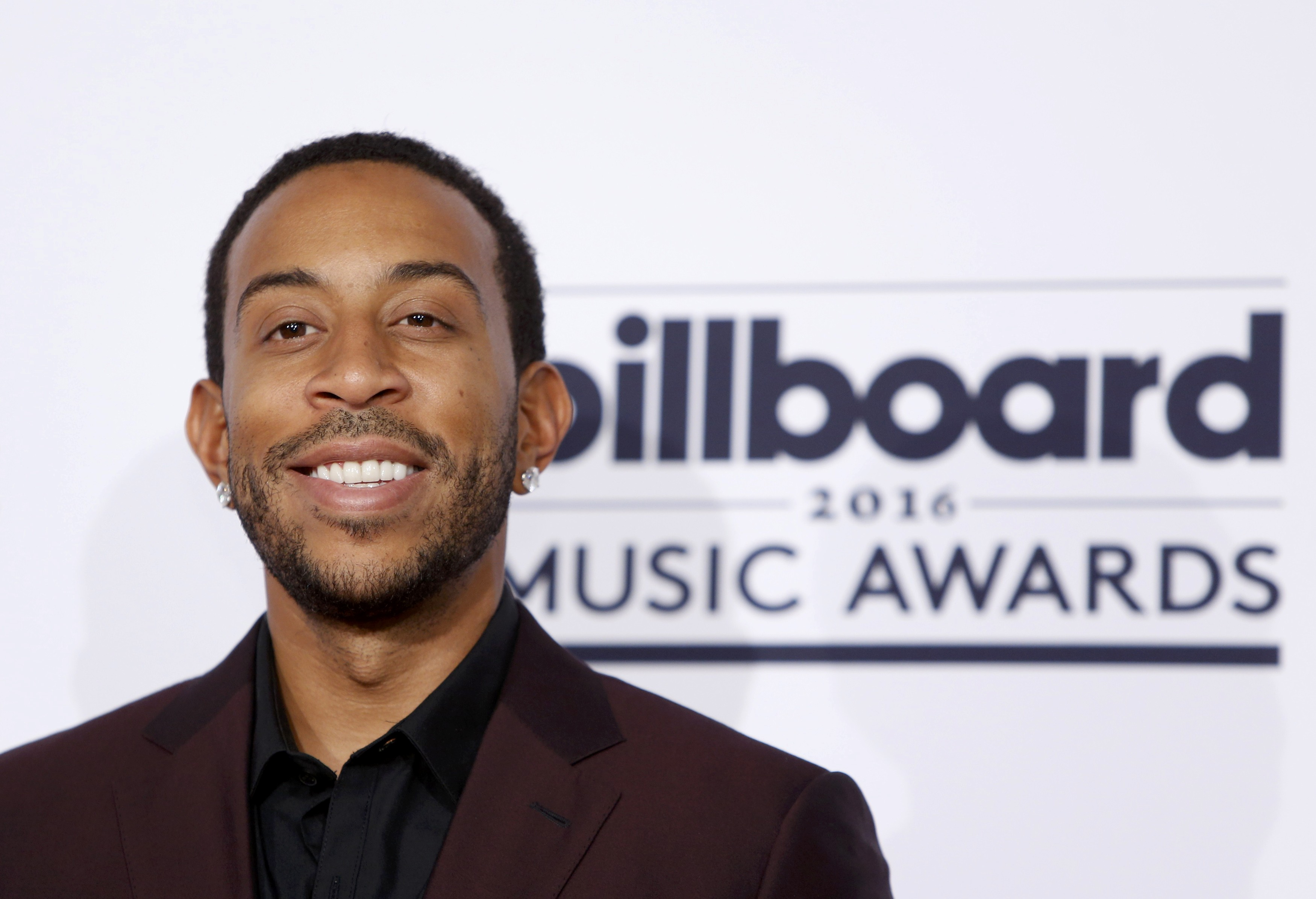 Ludacris to host