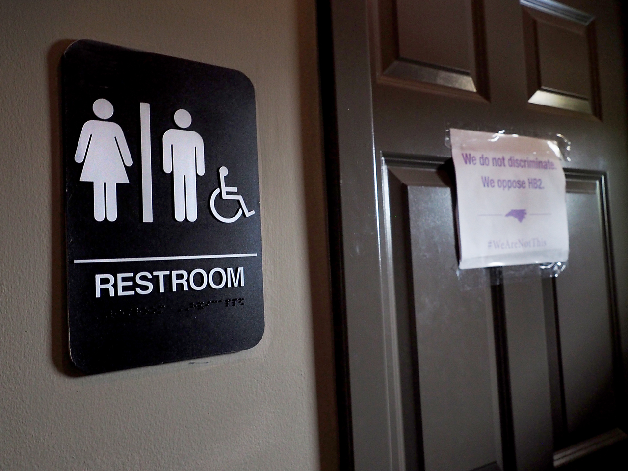 Judge blocks transgender bathroom law in university of north carolina case cbs news for Transgender bathroom laws by state