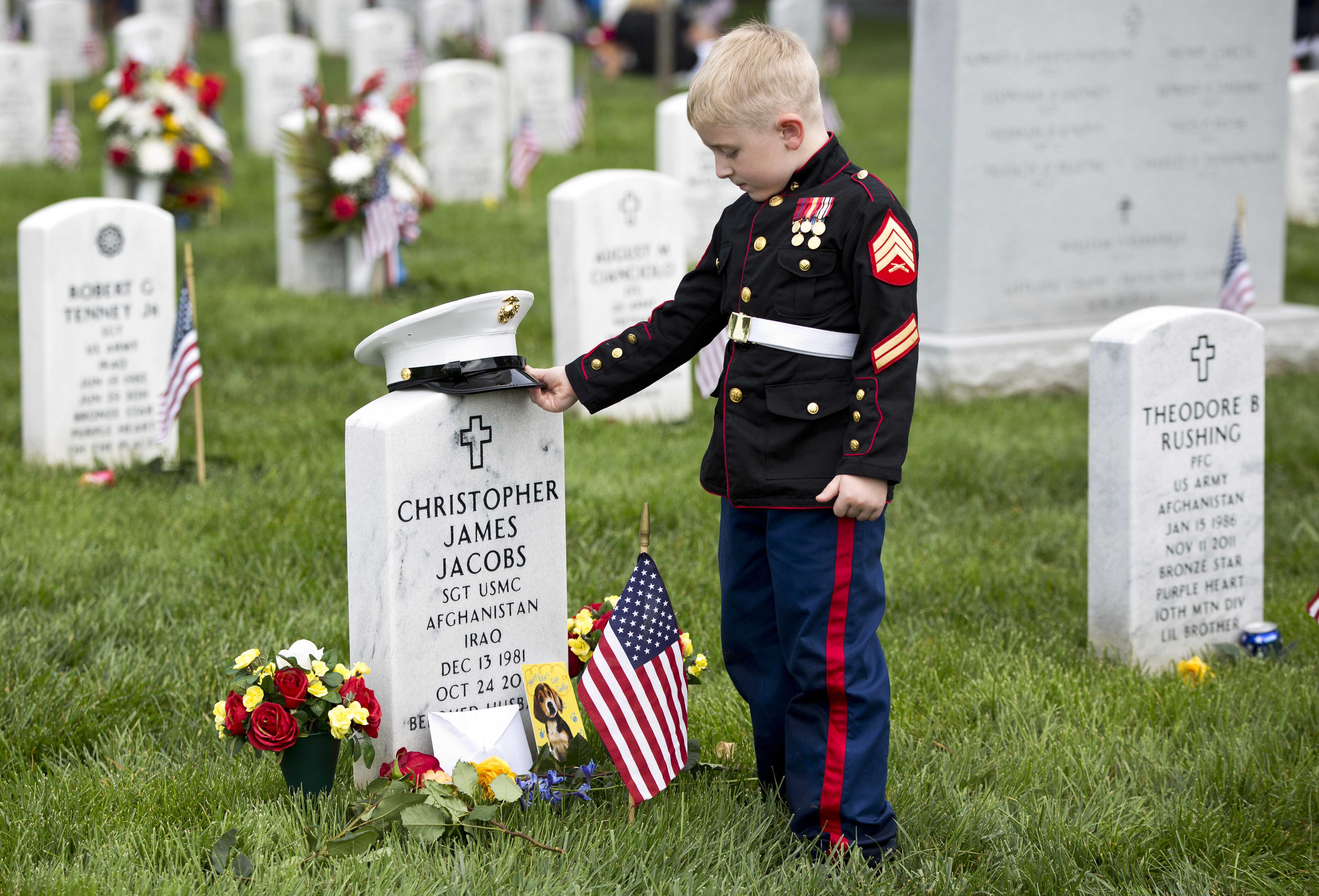 Memorial Day 2016: America honors the fallen - Pictures ... on the saddest acre section 60, arlington national cemetery section 21, arlington national cemetery section 16, arlington national cemetery section 59, arlington national cemetery section 2, arlington national cemetery section 66, arlington national cemetery section 64, arlington national cemetery section 1,