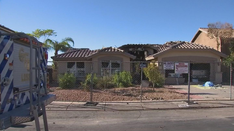man describes arizona pool party interrupted by plane crash cbs news. Black Bedroom Furniture Sets. Home Design Ideas