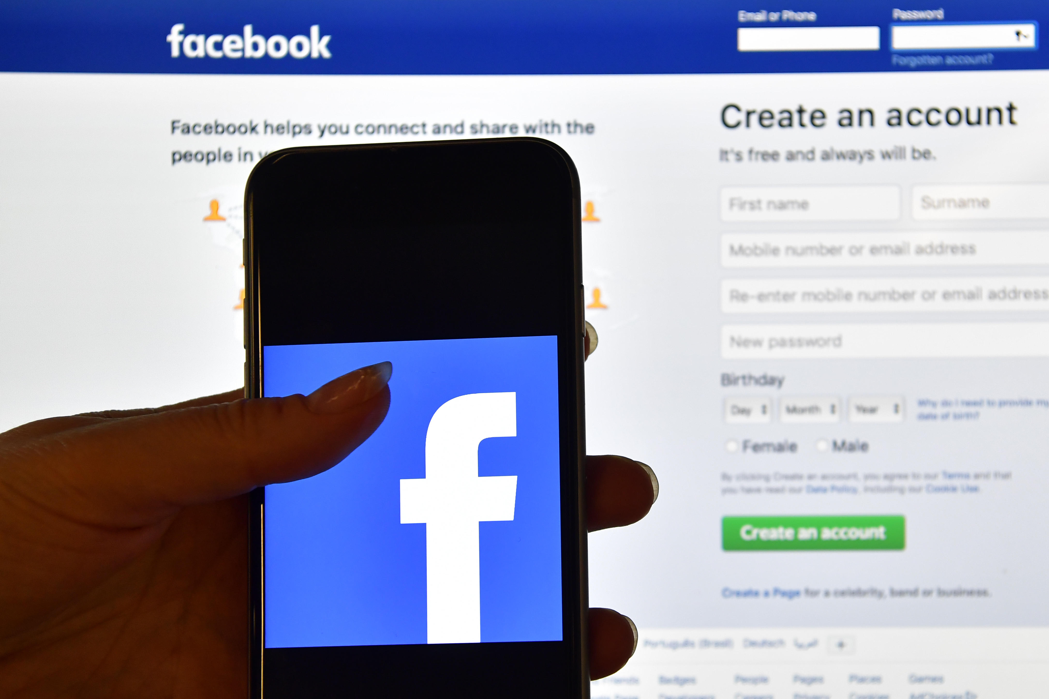 The Facebook App Is Steadily Losing Users As Privacy