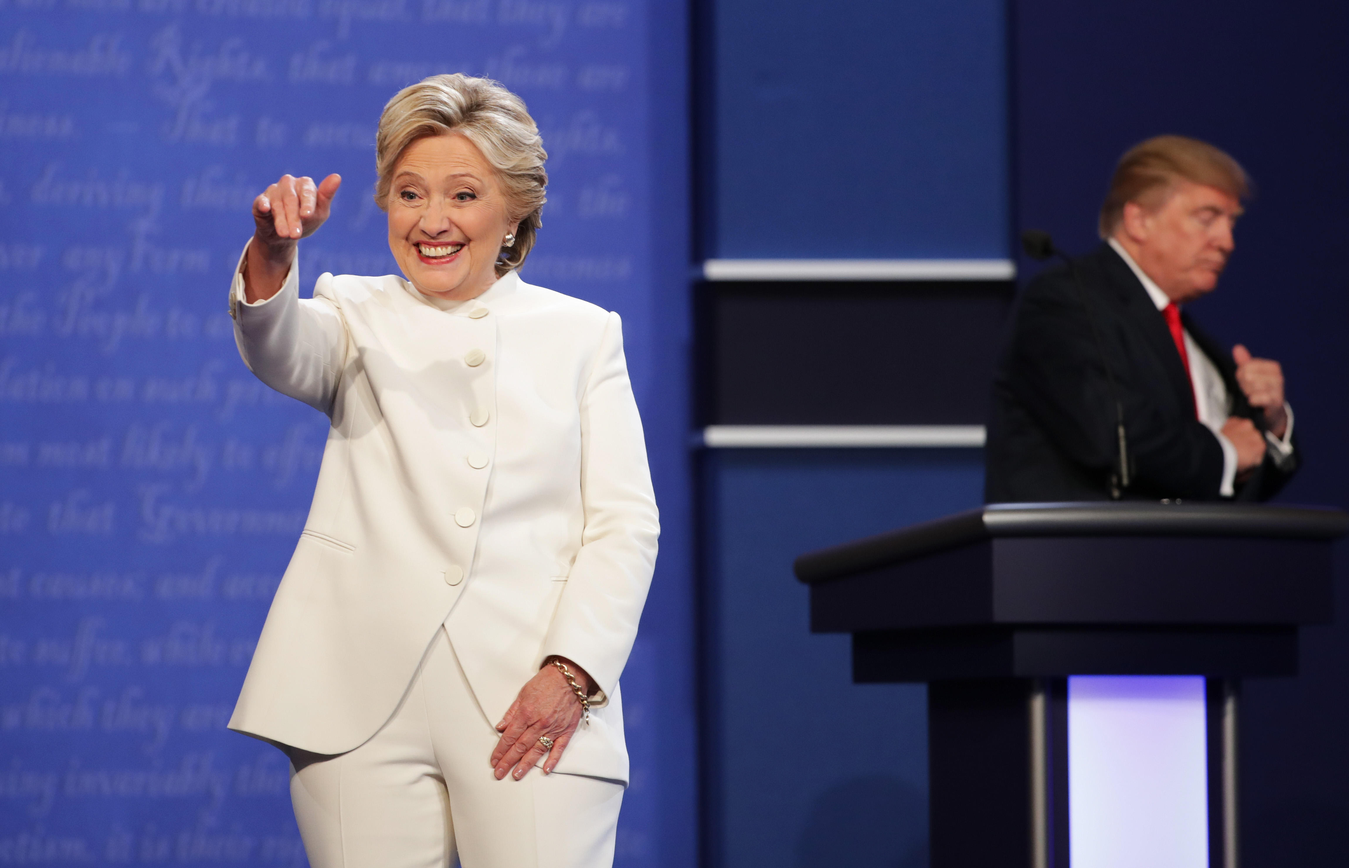 Hillary Clinton Wears White Pantsuit To Debate Internet Goes Crazy For It Cbs News
