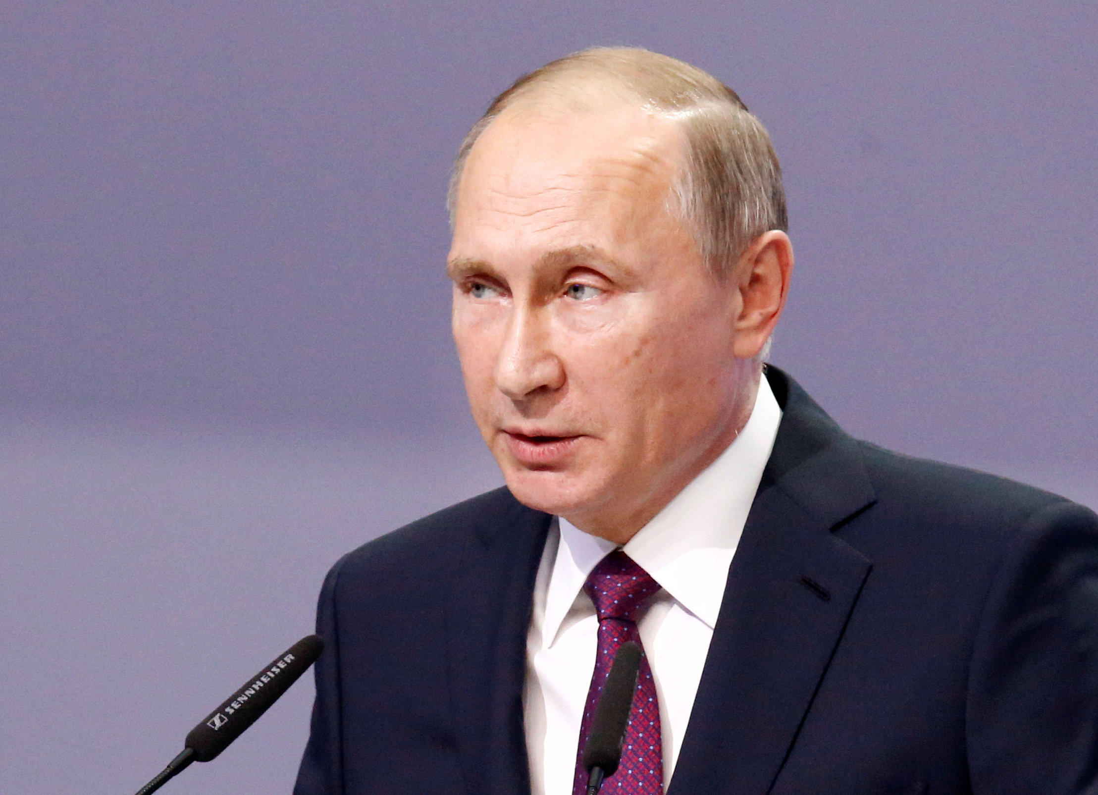 U S Intelligence Believes Dnc Email Hack Ordered By Russian President Vladimir Putin Cbs News