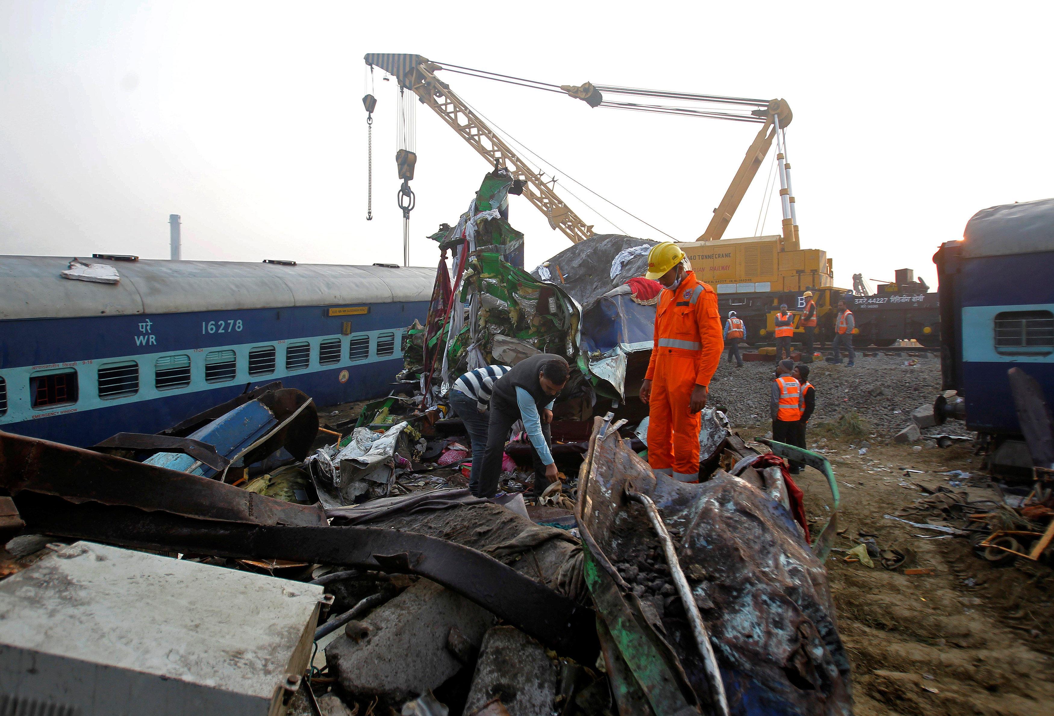 india train derailment leaves scores dead near kanpur - cbs news