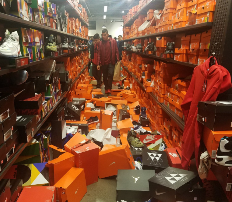 Seattle Nike store gets completely trashed by Black Friday ...