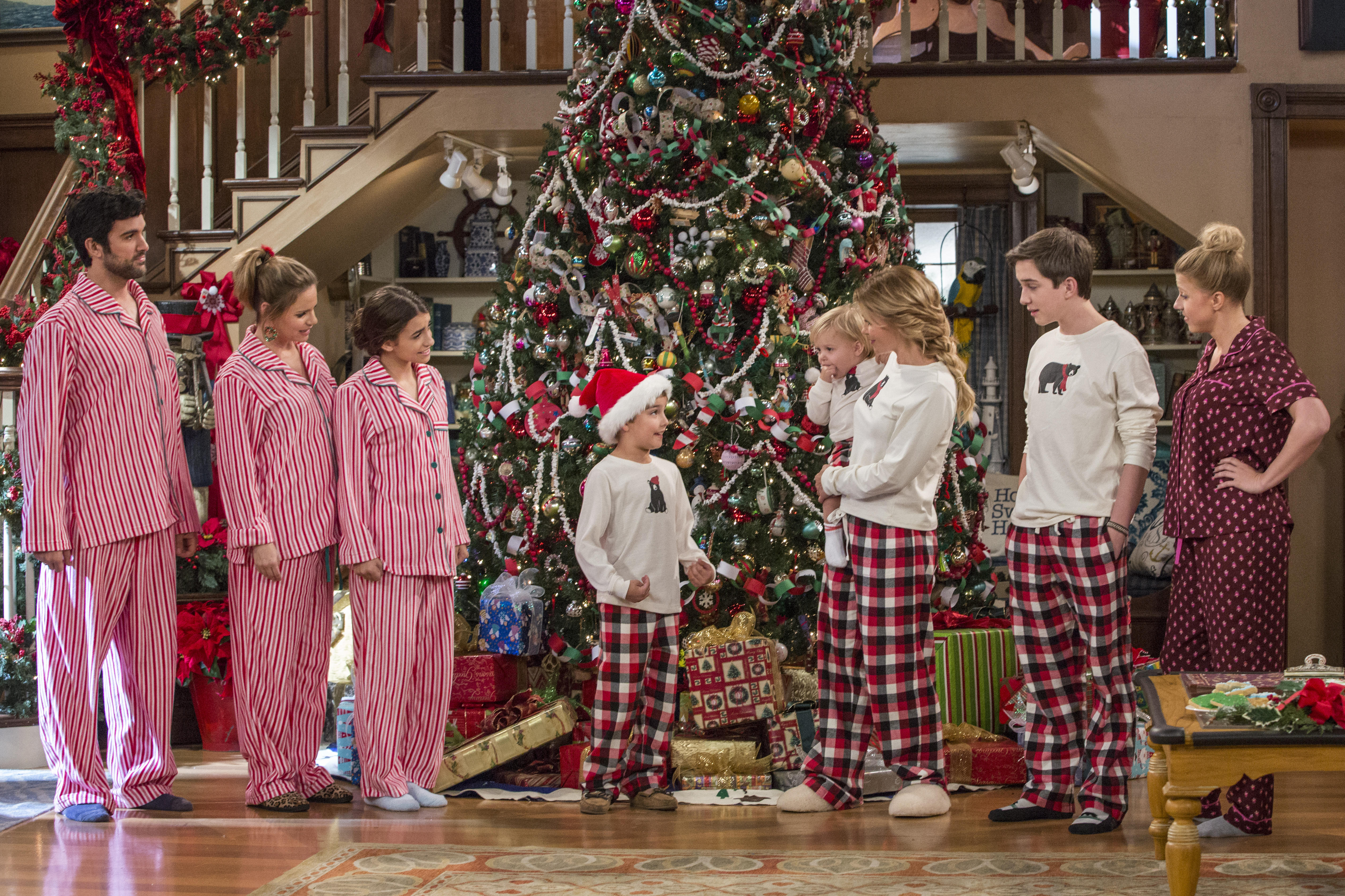 The Fuller House Cast Celebrates Season Two With A Christmas Card