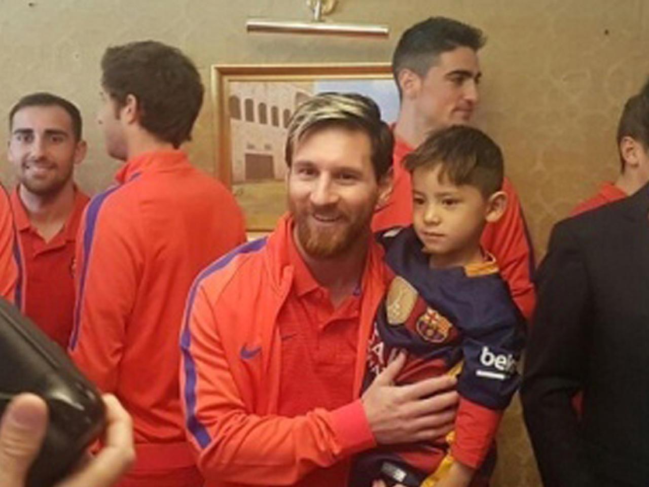 49eb0ab66 Afghan boy Murtaza Ahmadi meets hero Lionel Messi in Qatar - CBS News