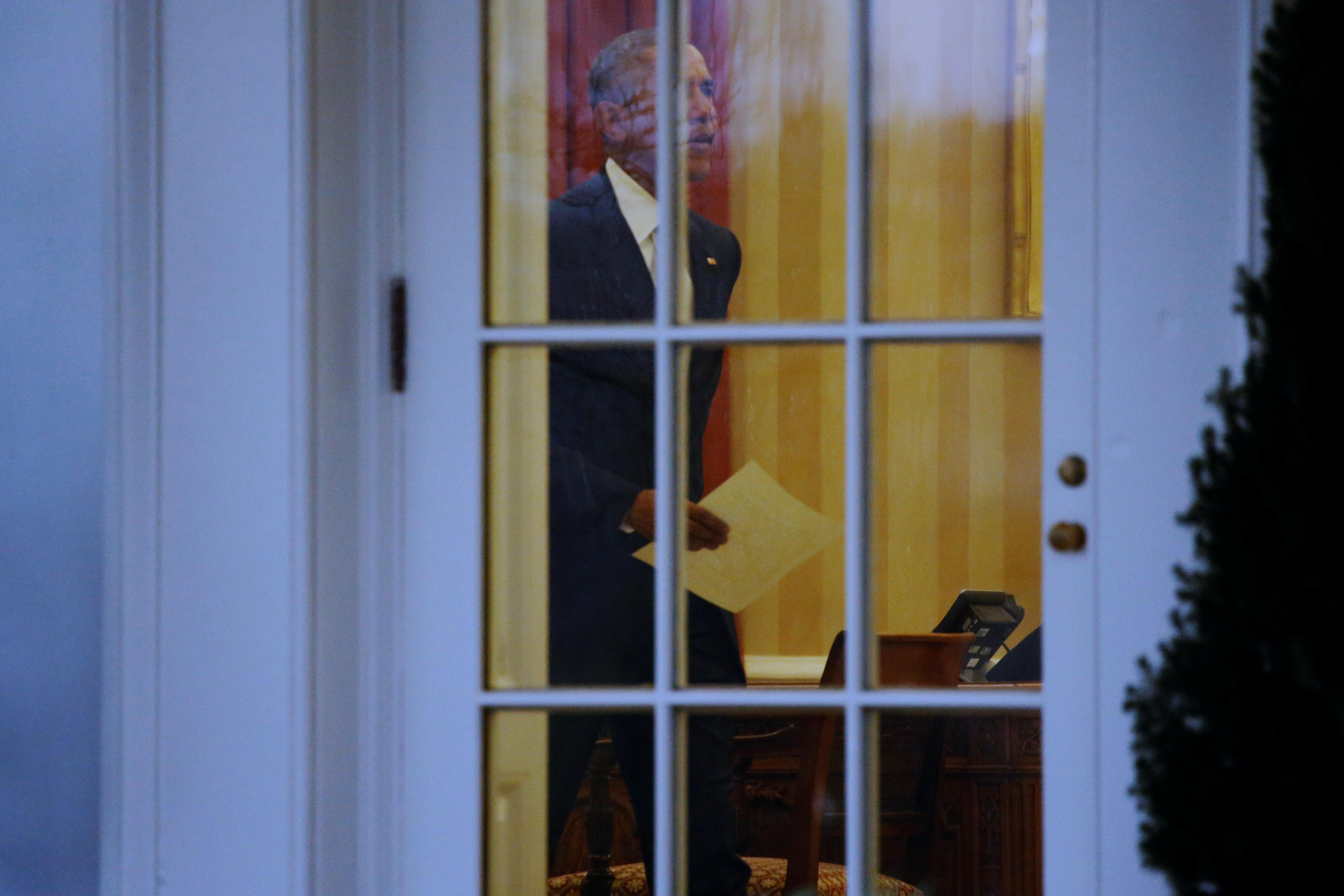 Recreating oval office Replica Obama Leaves Letter For Trump In Oval Office Wikihow Obama Letter To Trump And Bush Letter To Obama Cbs News