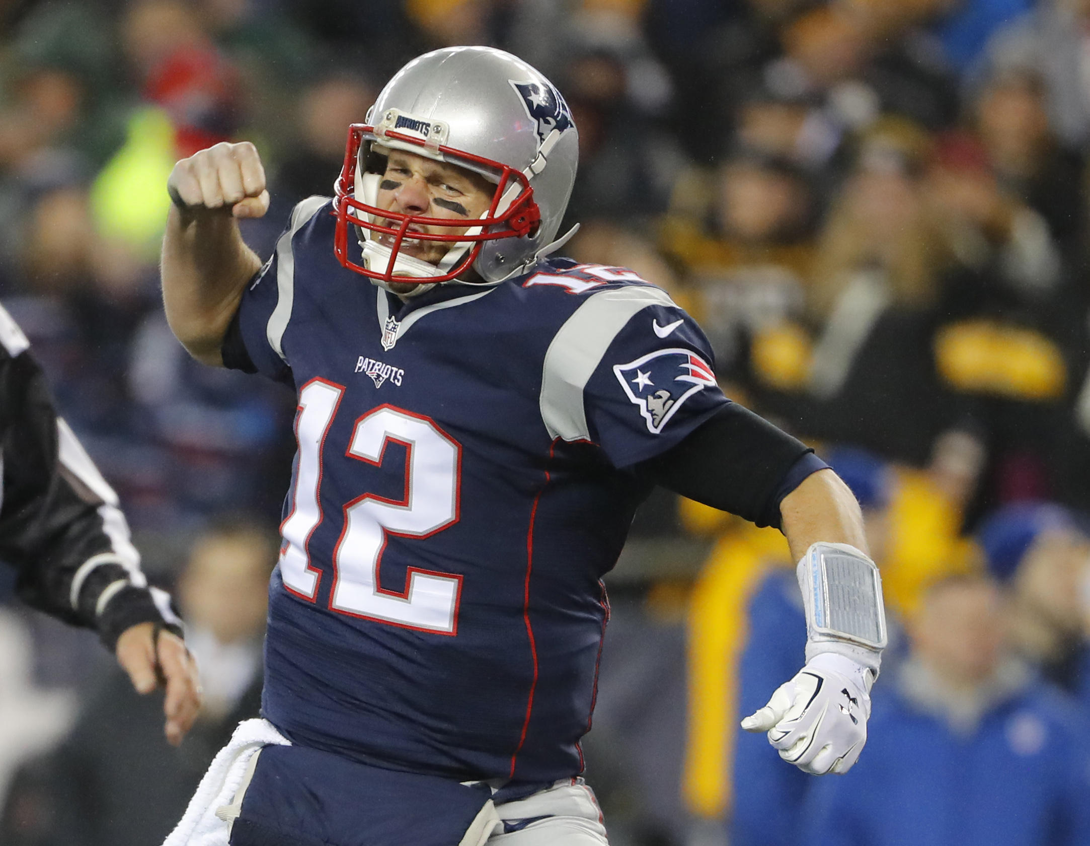 newest 06d89 ebb7a Tom Brady leads the Patriots back to Super Bowl with 36-17 ...