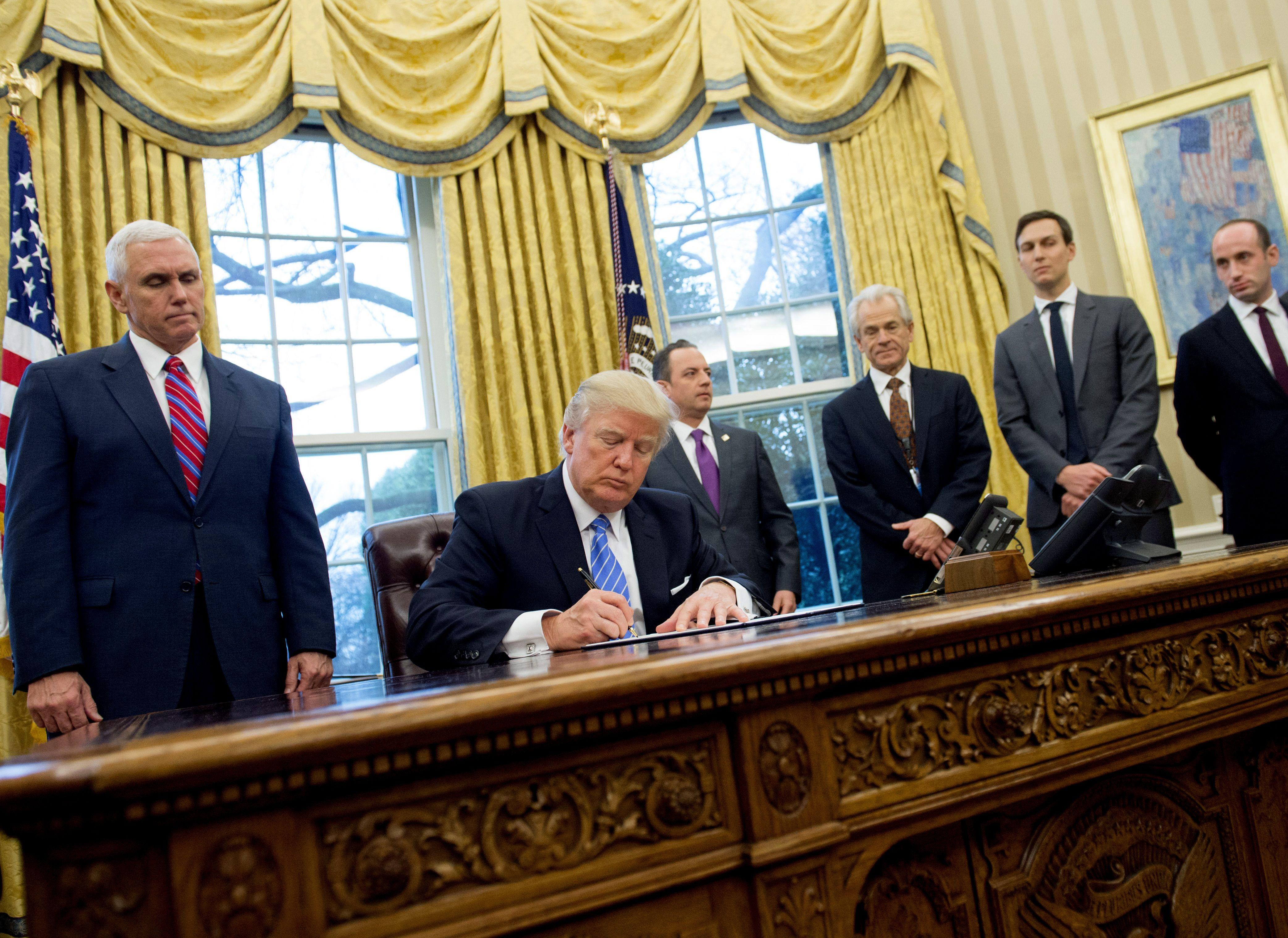 Obama Oval Office Address Not So Much >> How Trump Has Changed The Oval Office So Far Cbs News