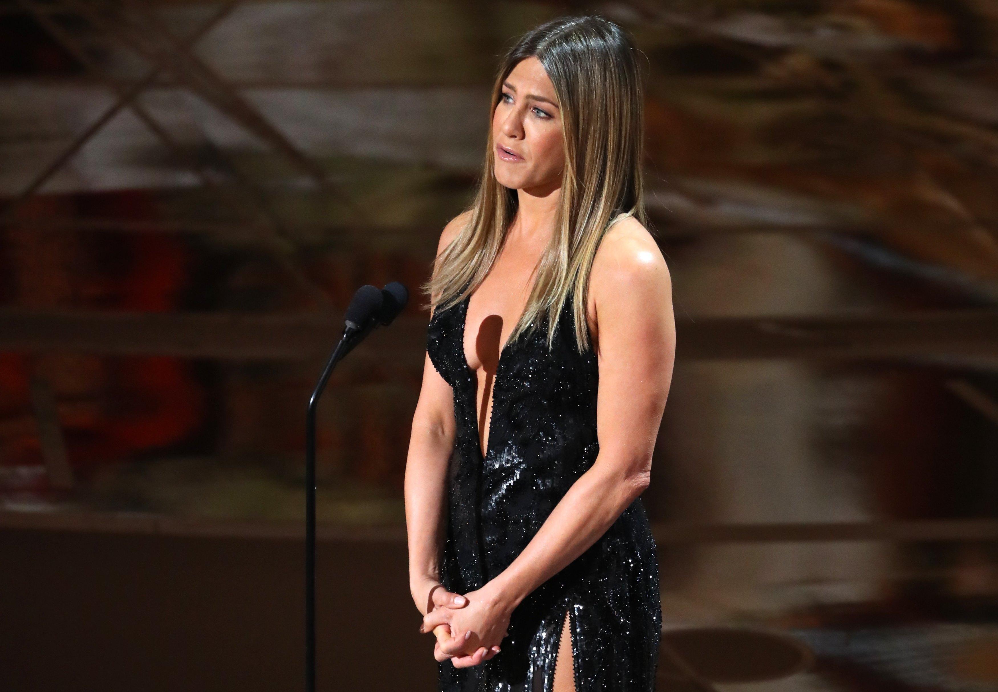 eba4b2b133e3 Jennifer Aniston says Vicky from Chicago can keep sunglasses - CBS News