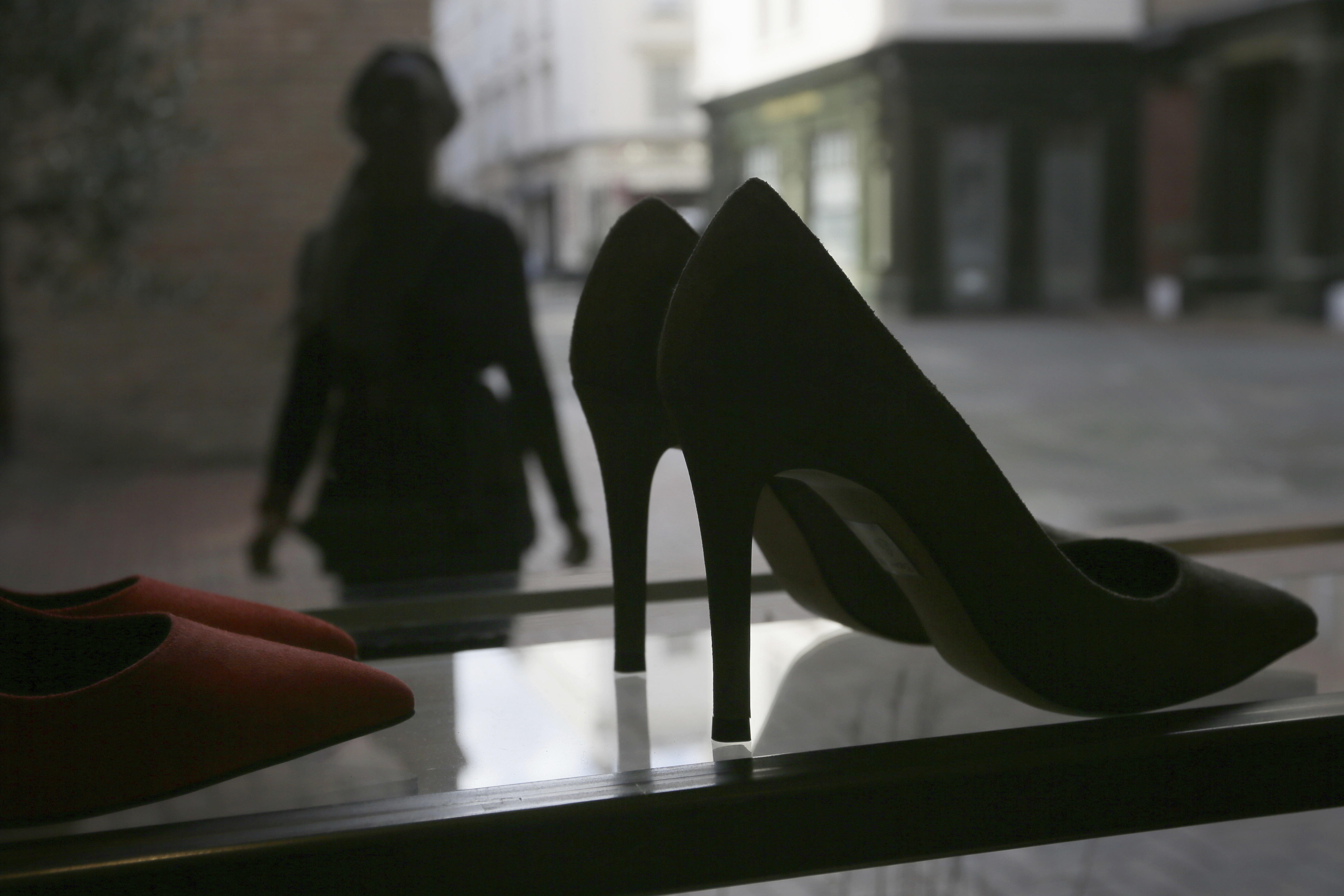 High heels controversy: British lawmakers debate