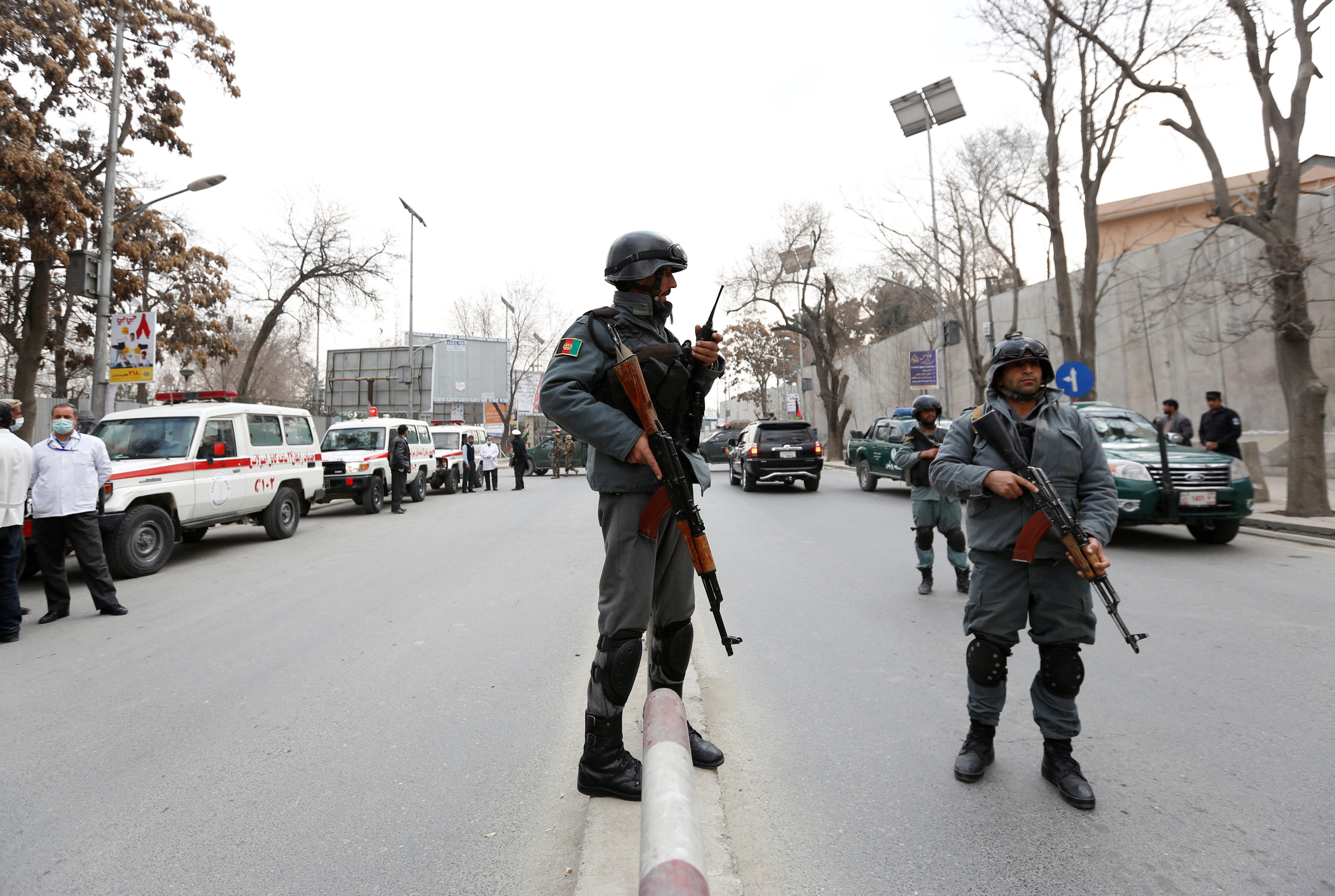 Gunmen attack military hospital near U.S. Embassy in Kabul - CBS News