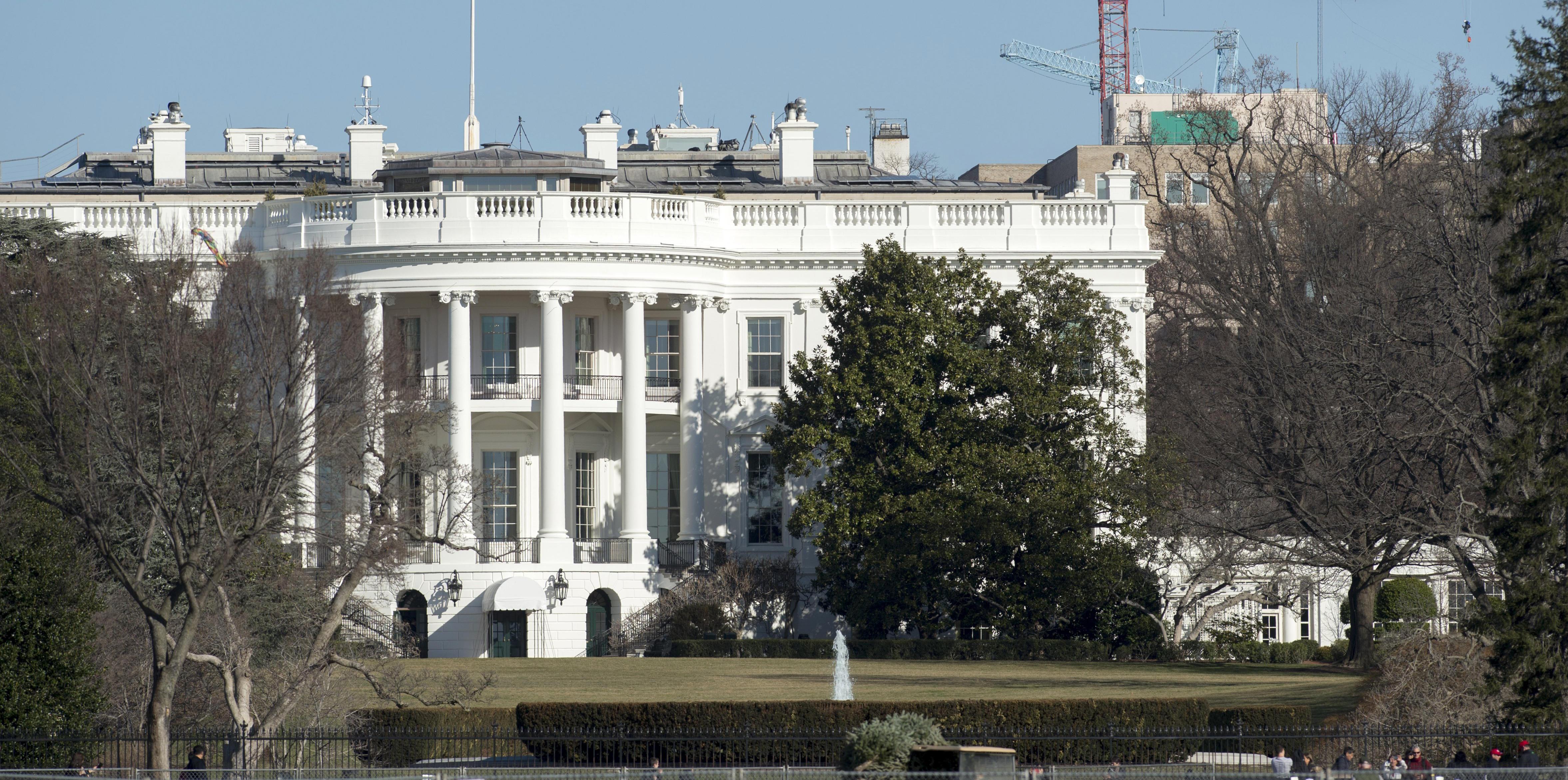 Secret Service Arrests Man On White House Grounds Cbs News