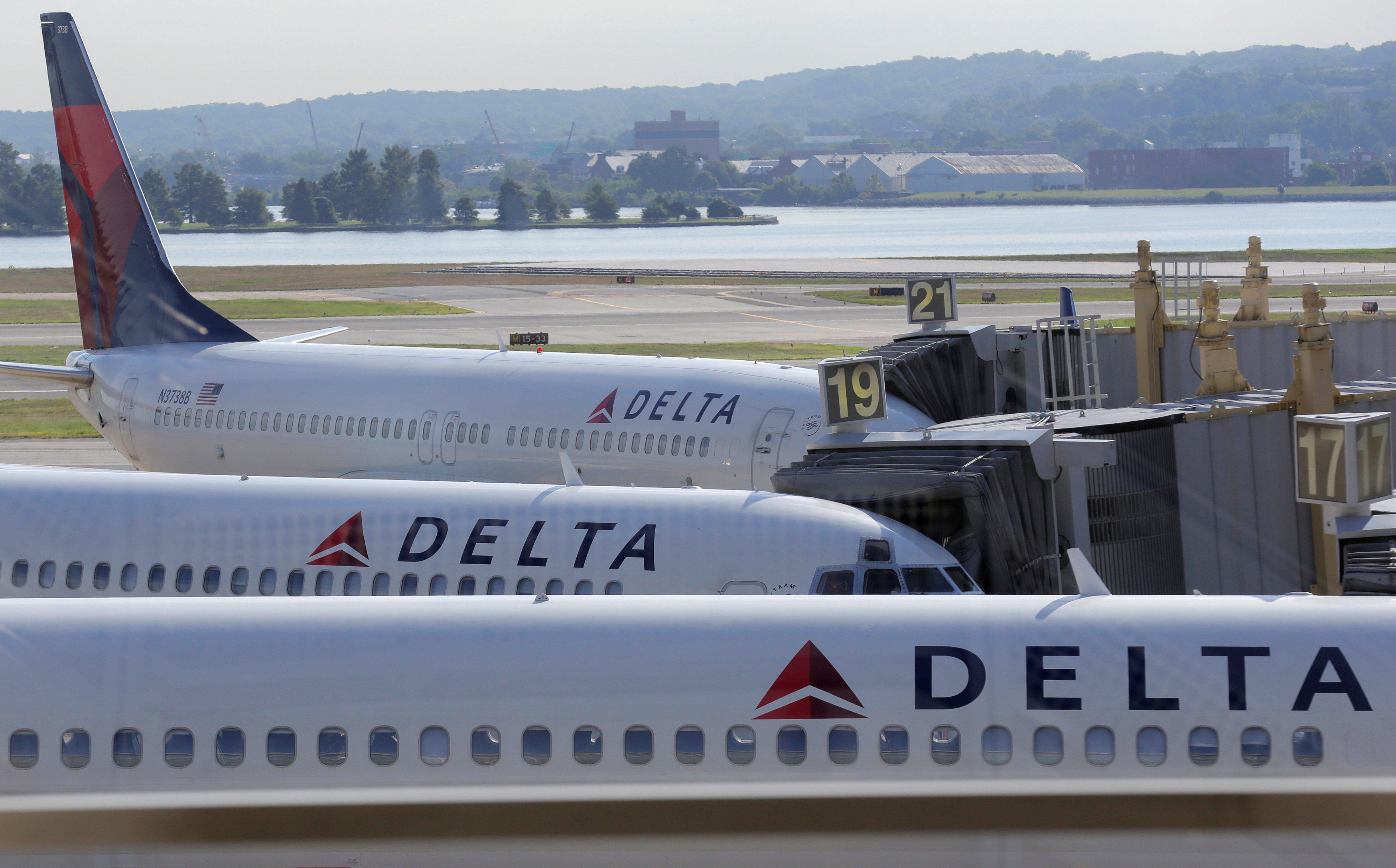 delta air lines technology issue today flights temporarily halted