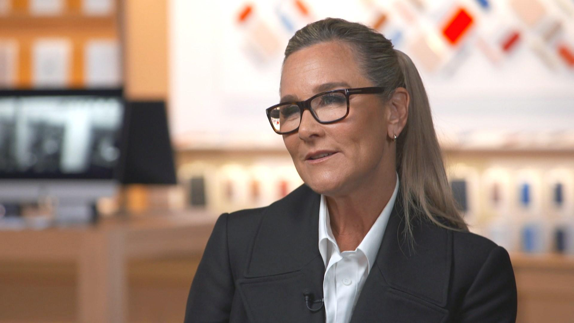 Angela Dip Fotos apple svp of retail angela ahrendts on launch of today at