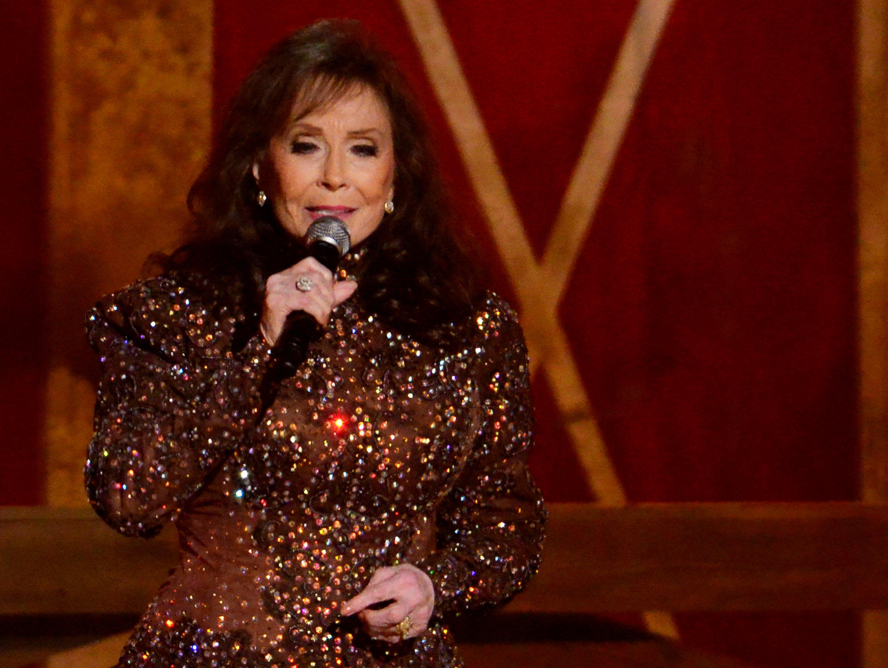 country music icon loretta lynn hospitalized after stroke