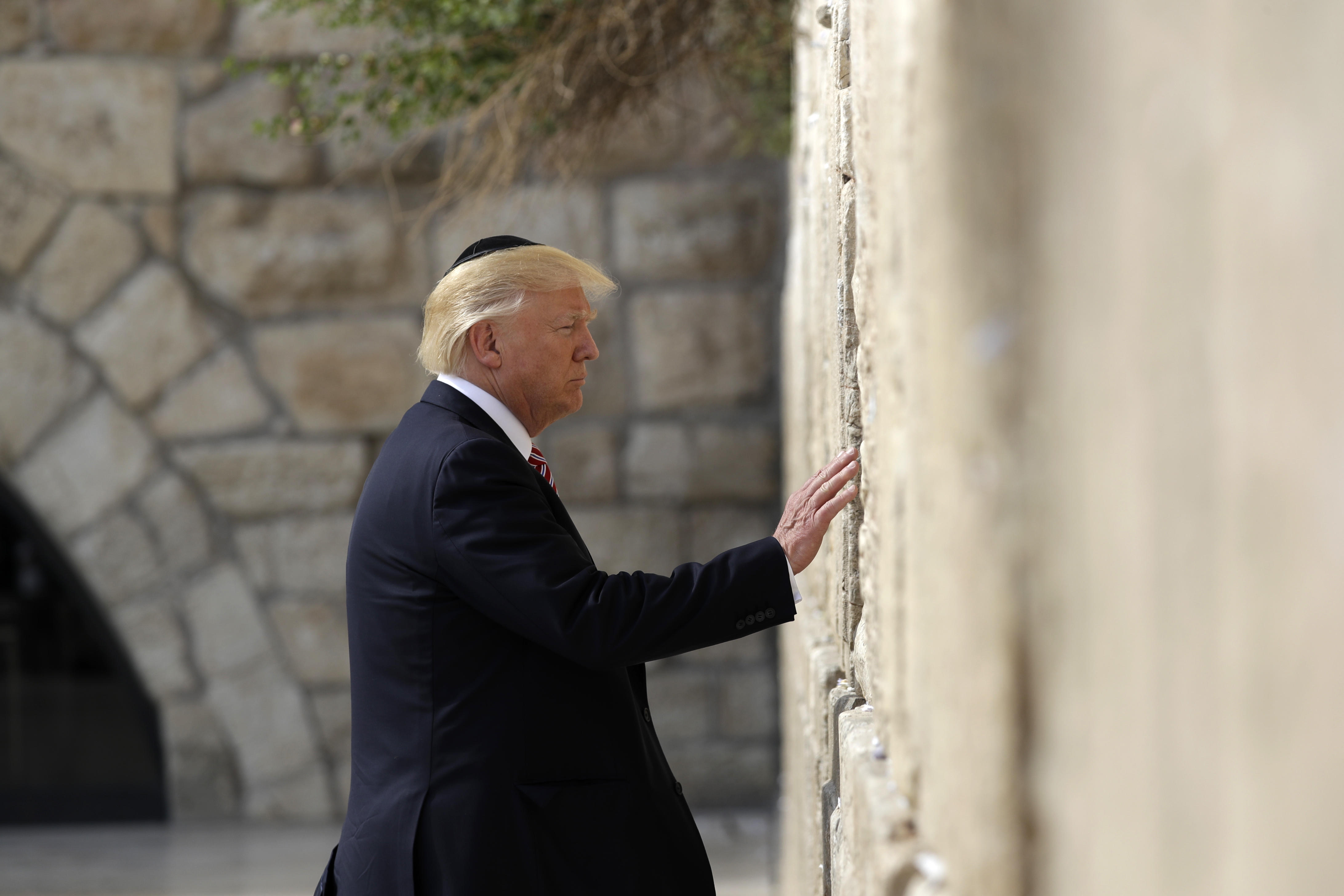 First Sitting President To Visit >> Trump Becomes First Sitting U S President To Visit The Western Wall