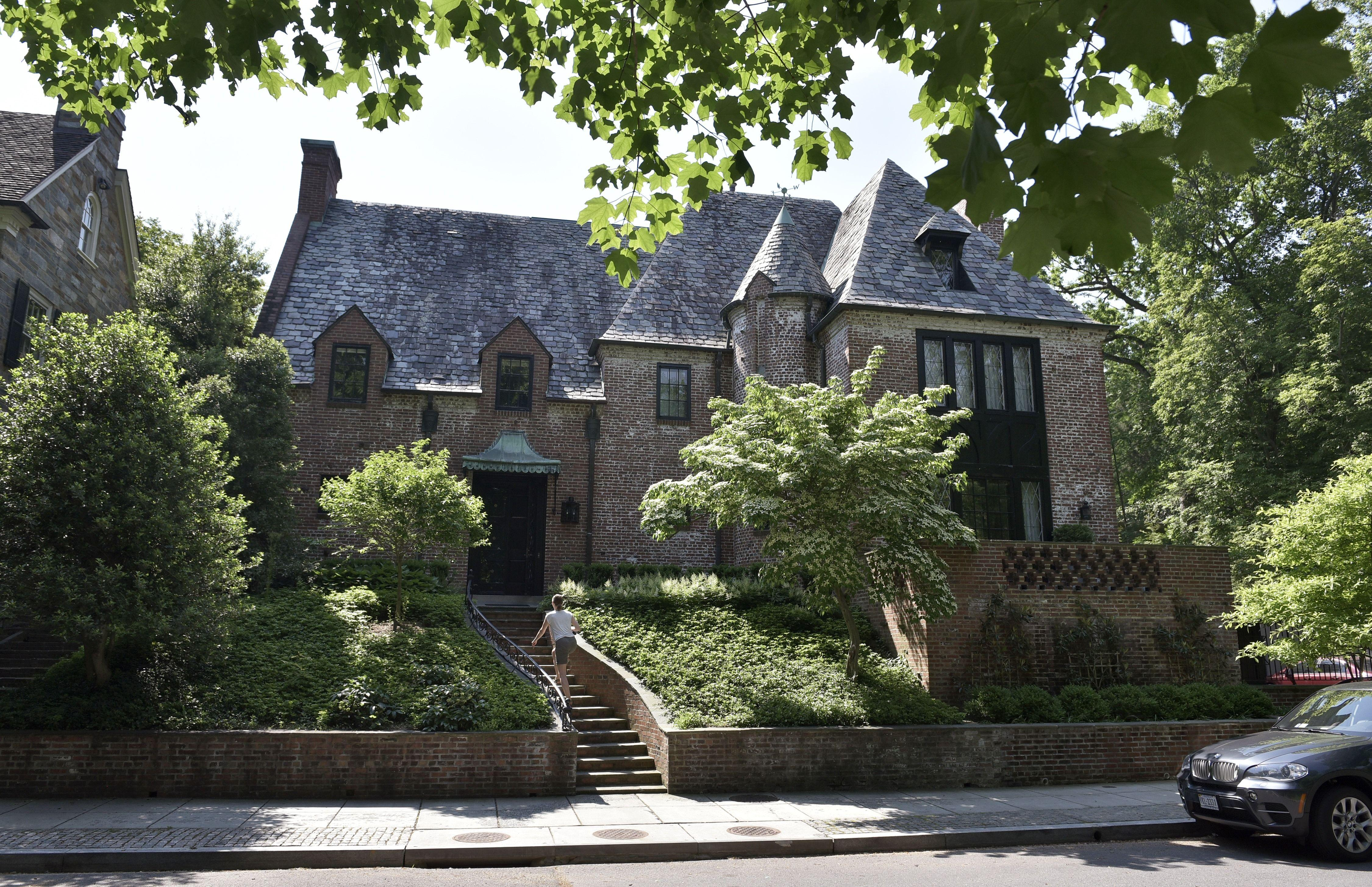 Obama Family Purchases Post White House D C Home For 8 1 Million