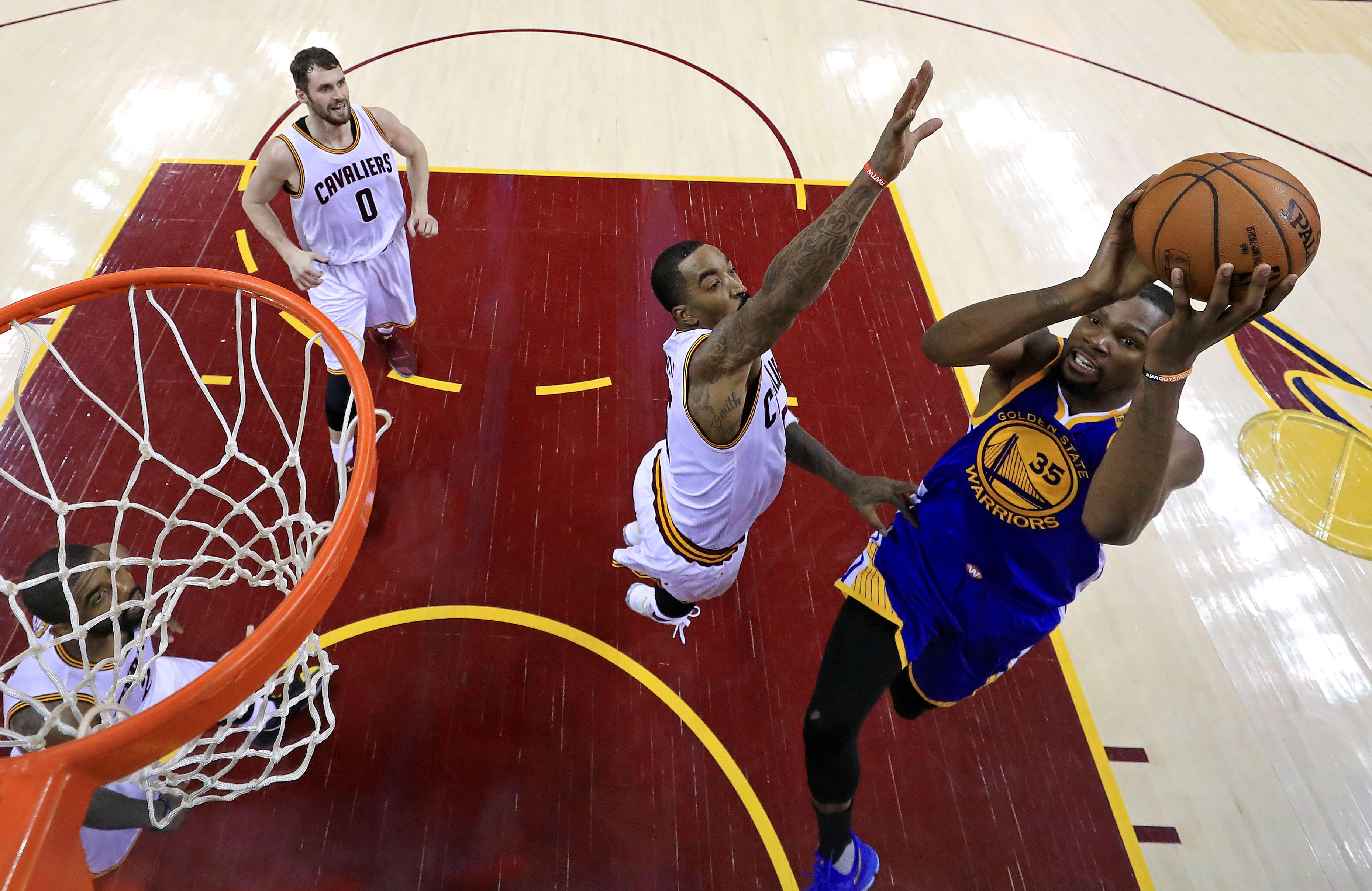 Warriors beat Cavs 118-113 to move within game of series, postseason sweep - CBS News