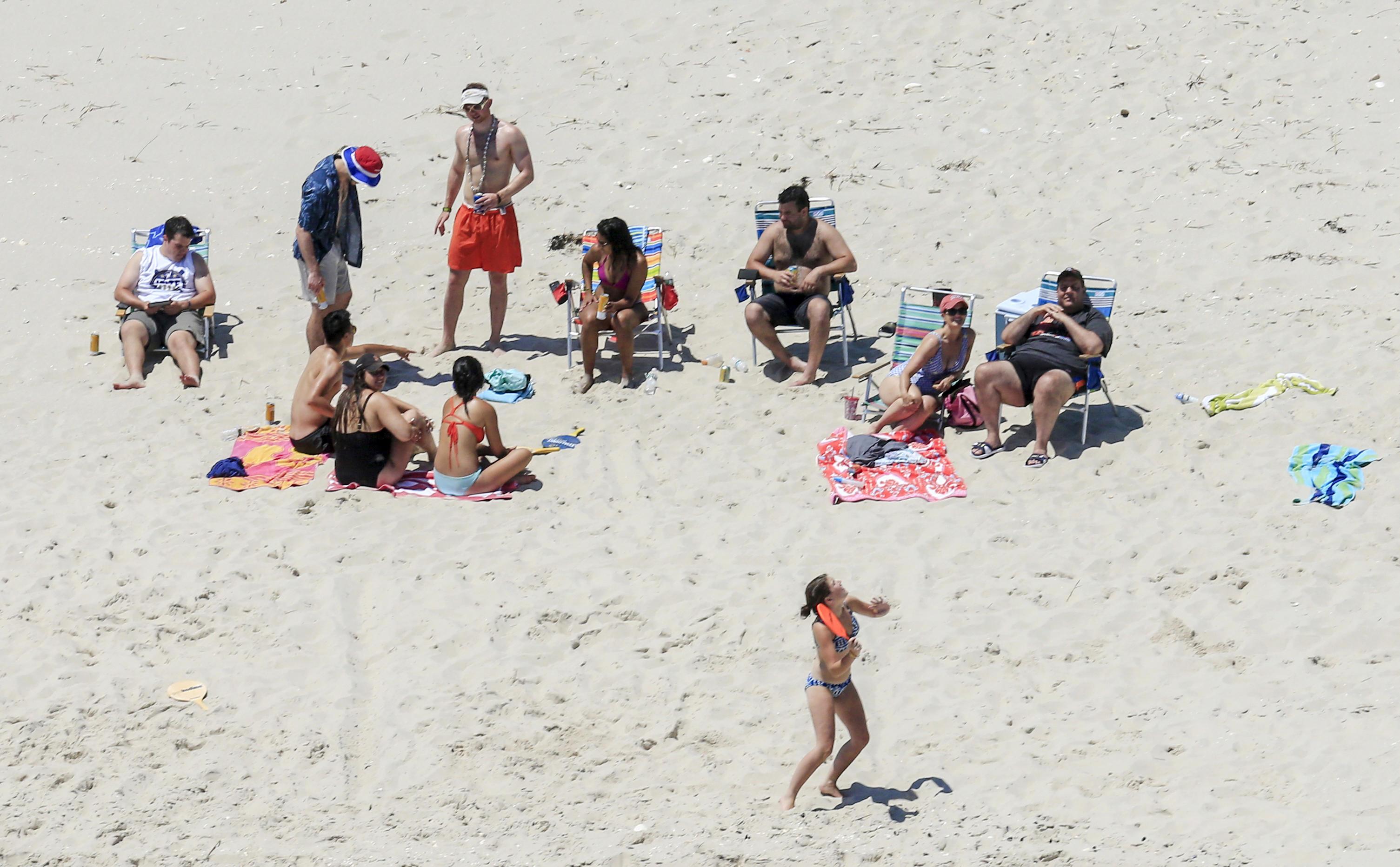37b5d4efce4 Chris Christie faces criticism over budget crisis as photo shows him at  closed beach